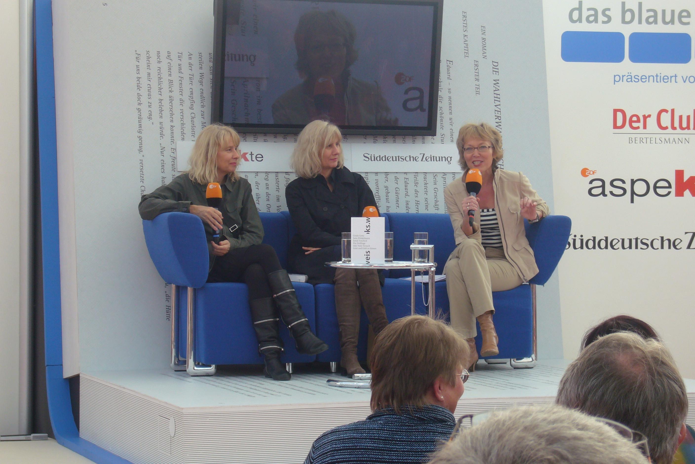 Gewaltig Hellblaues Sofa Foto Von File:gisela Getty Undjutta Winkelmann Mit Luzia Braun