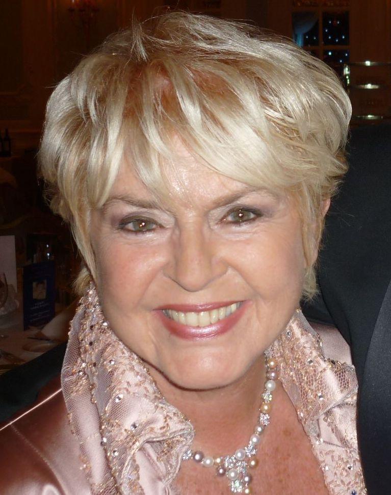 Gloria Hunniford - Wikipedia