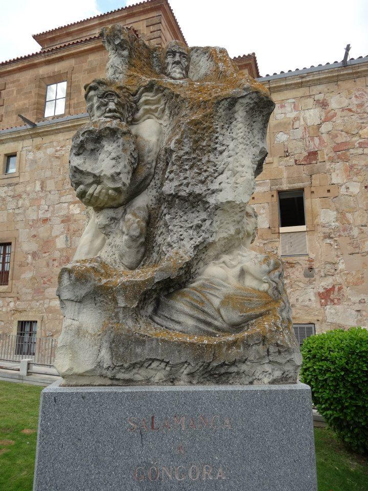 Monumento a Góngora en Salamanca, ciudad en cuya universidad estudió. Es un homenaje al poeta, la cara del escritor aparece inspirada en el cuadro que de él pintó Velázquez, junto a otros elementos como un águila que representa a Góngora. Debajo de estas figuras aparecen otras de la Fábula de Polifemo y Galatea, uno de los principales poemas de Góngora.
