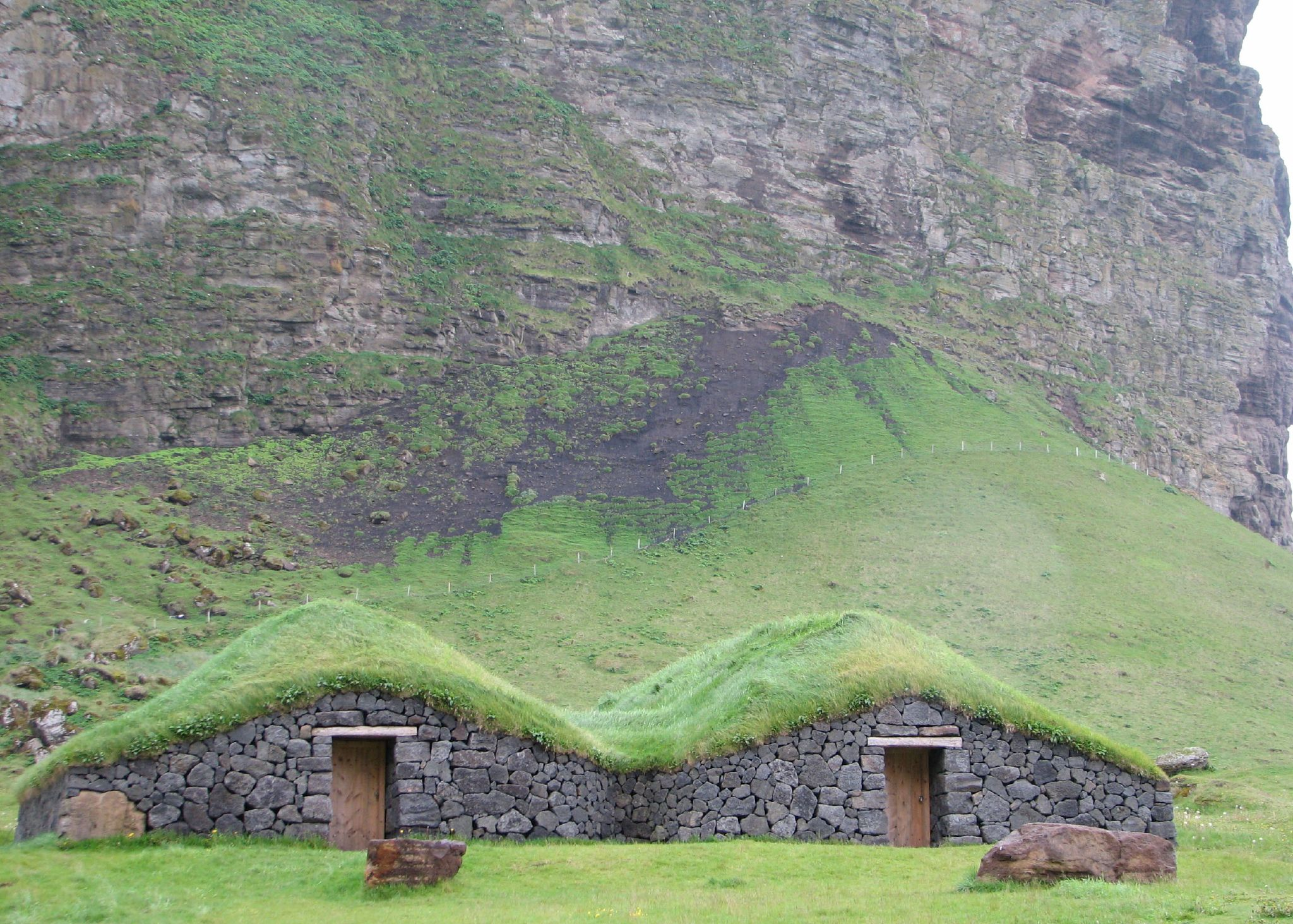 File Grass Roof Wikimedia Commons