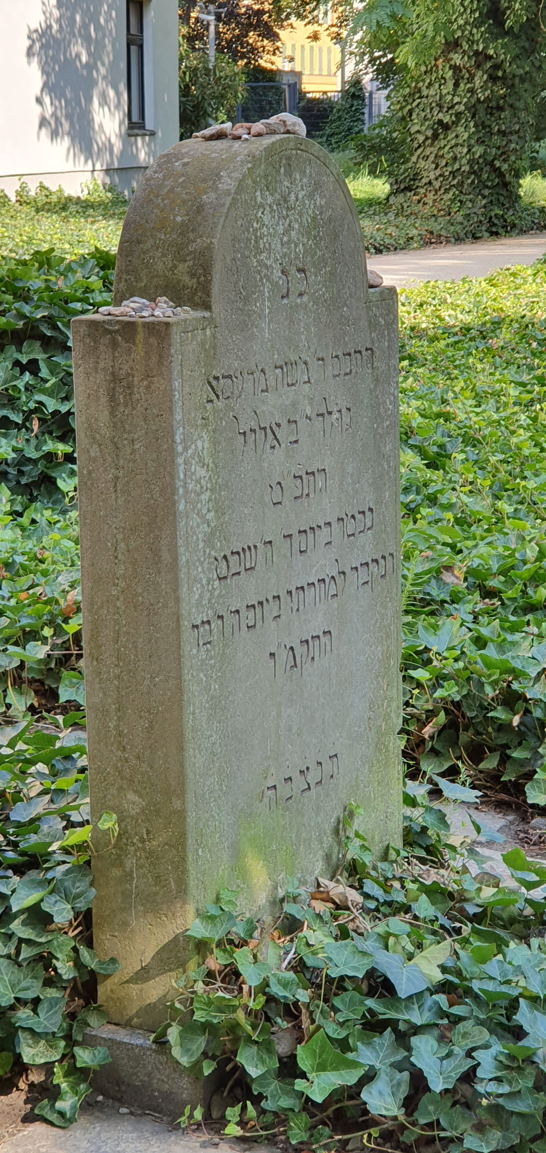File:Grave of Moses Mendelssohn-Jewish cemetery Berlin-2.jpg