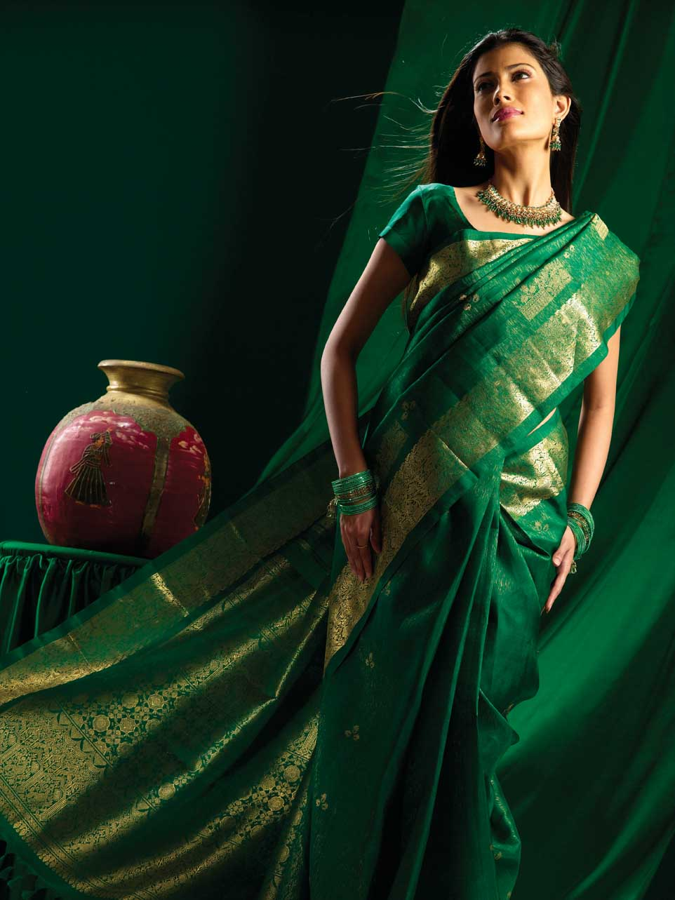 http://upload.wikimedia.org/wikipedia/commons/6/62/Green_brocade_silk_saree.jpg
