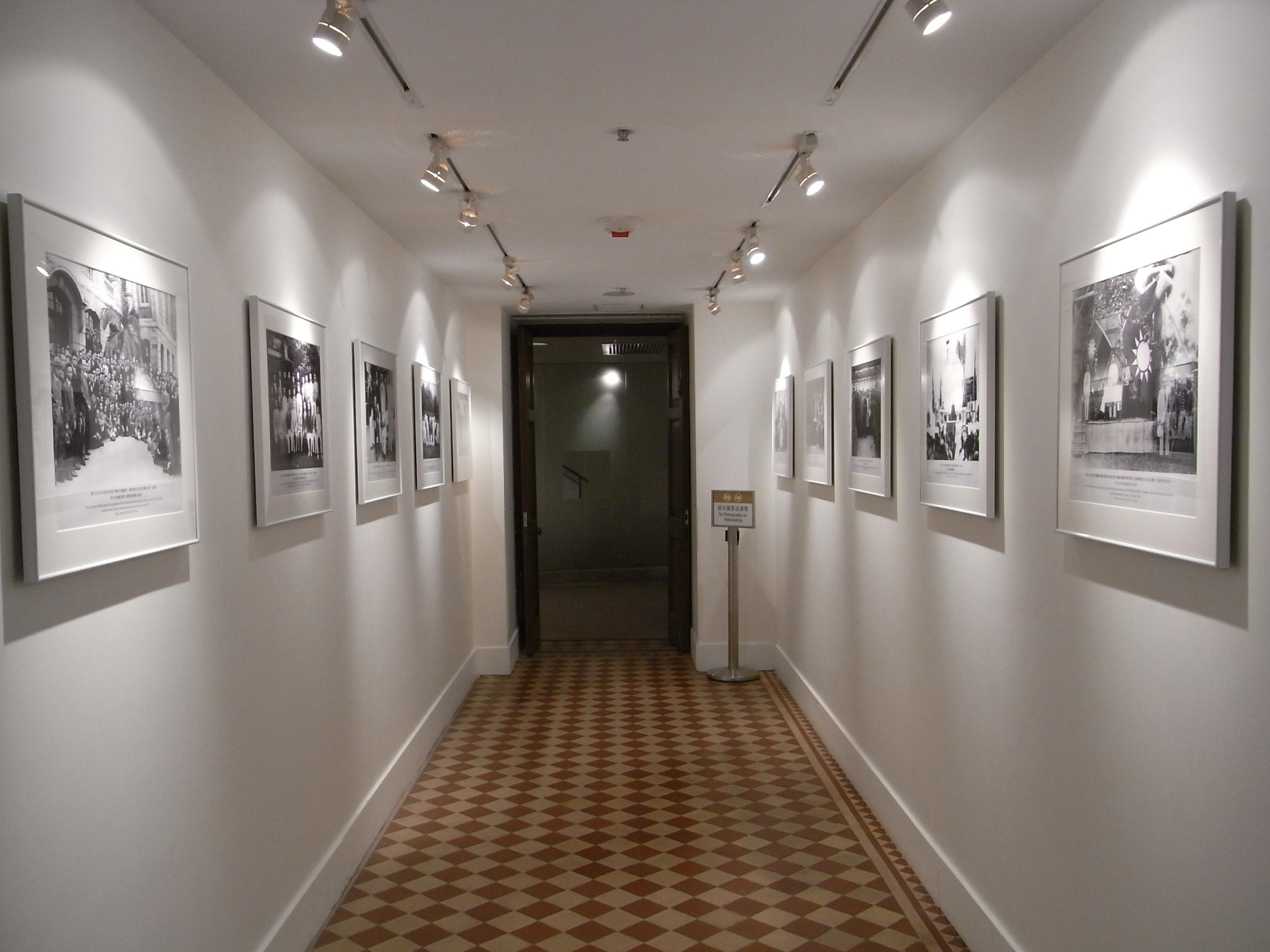 File hk mid levels kom tong hall sun yat sen museum interior corridor 01 jpg wikimedia commons - Corridor decoratie ...