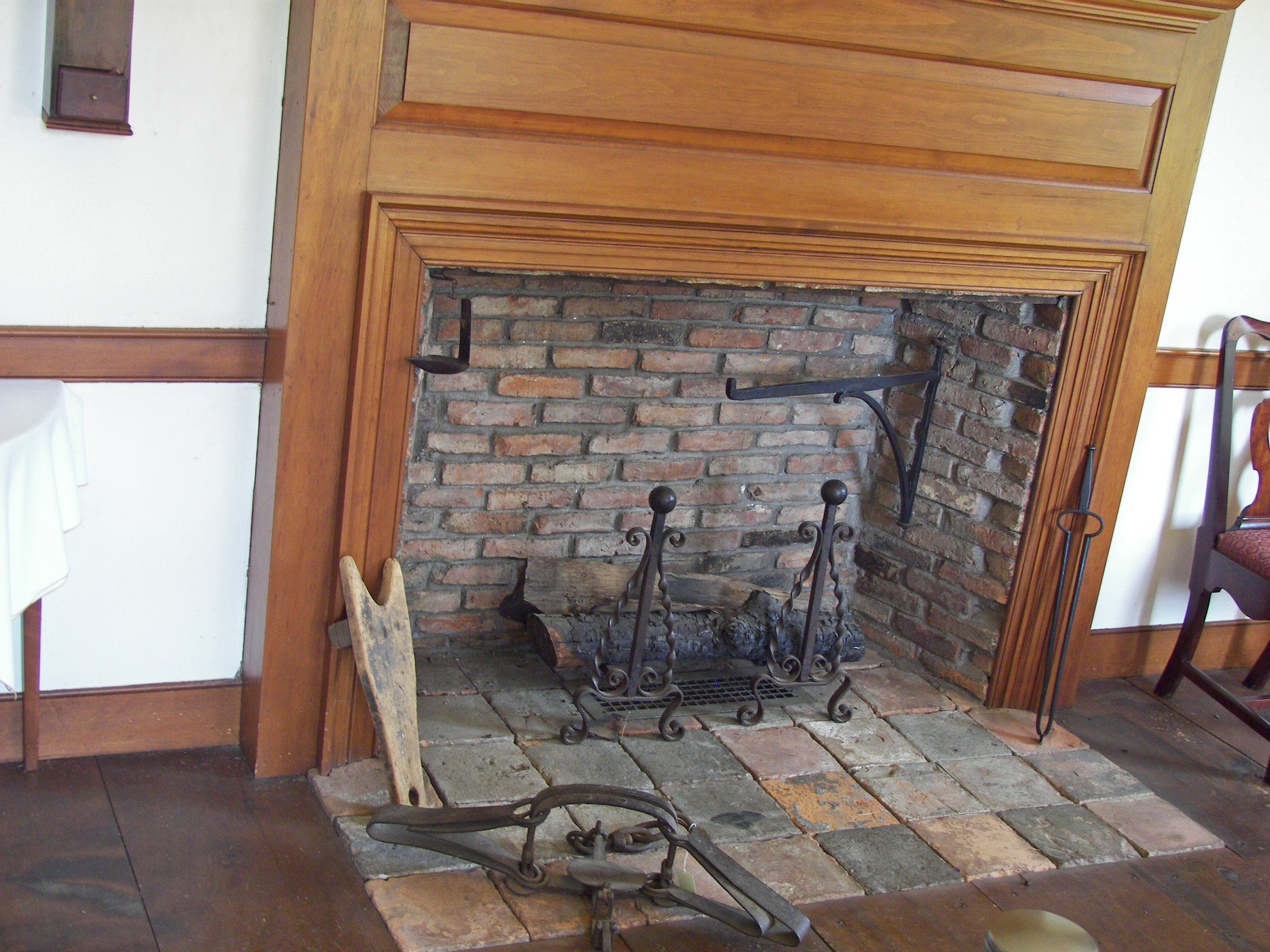File:Herkimer House southeast parlor fireplace.jpg - Wikimedia Commons