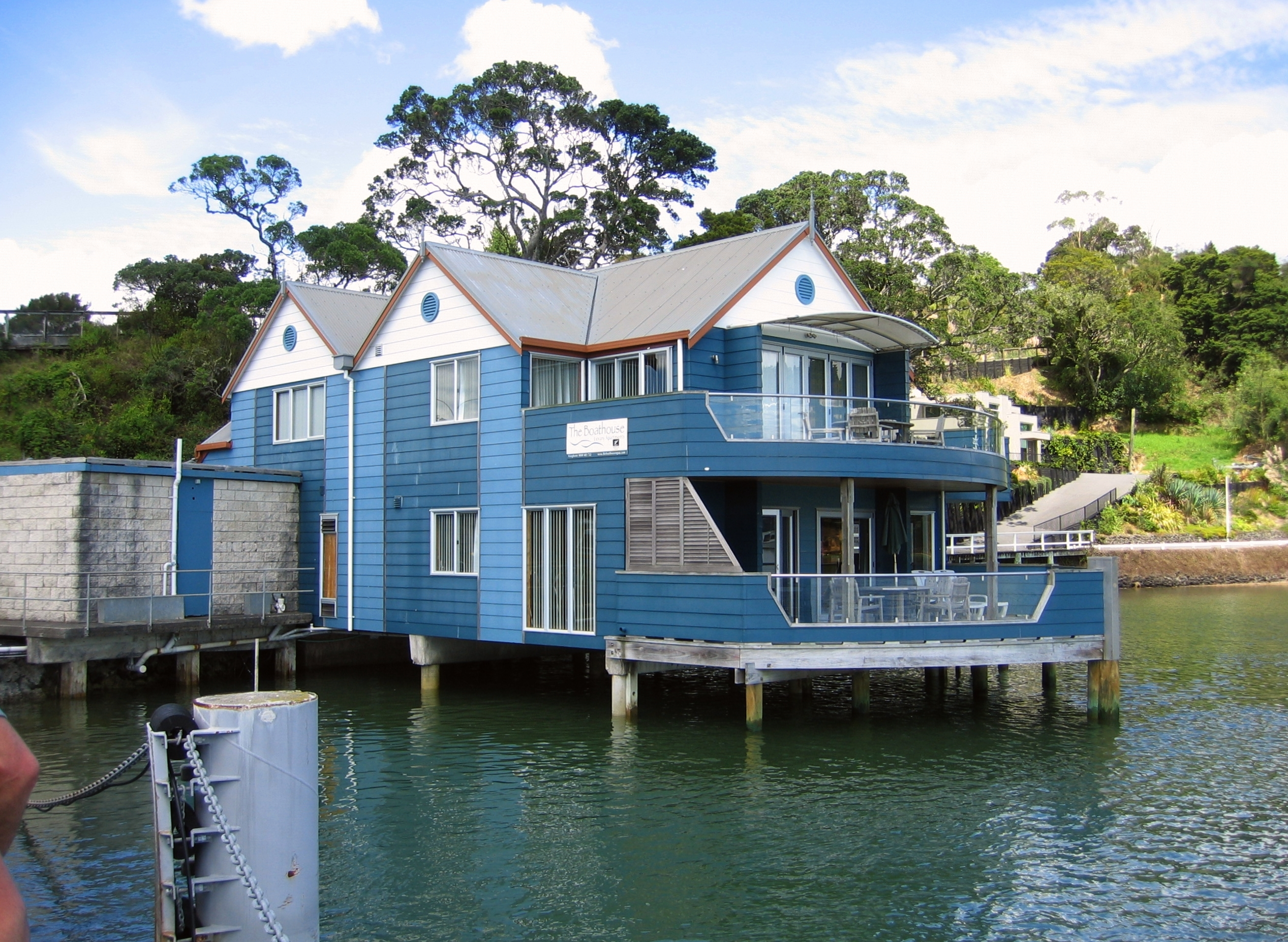 file house on the water 3383538584 jpg wikimedia commons. Black Bedroom Furniture Sets. Home Design Ideas