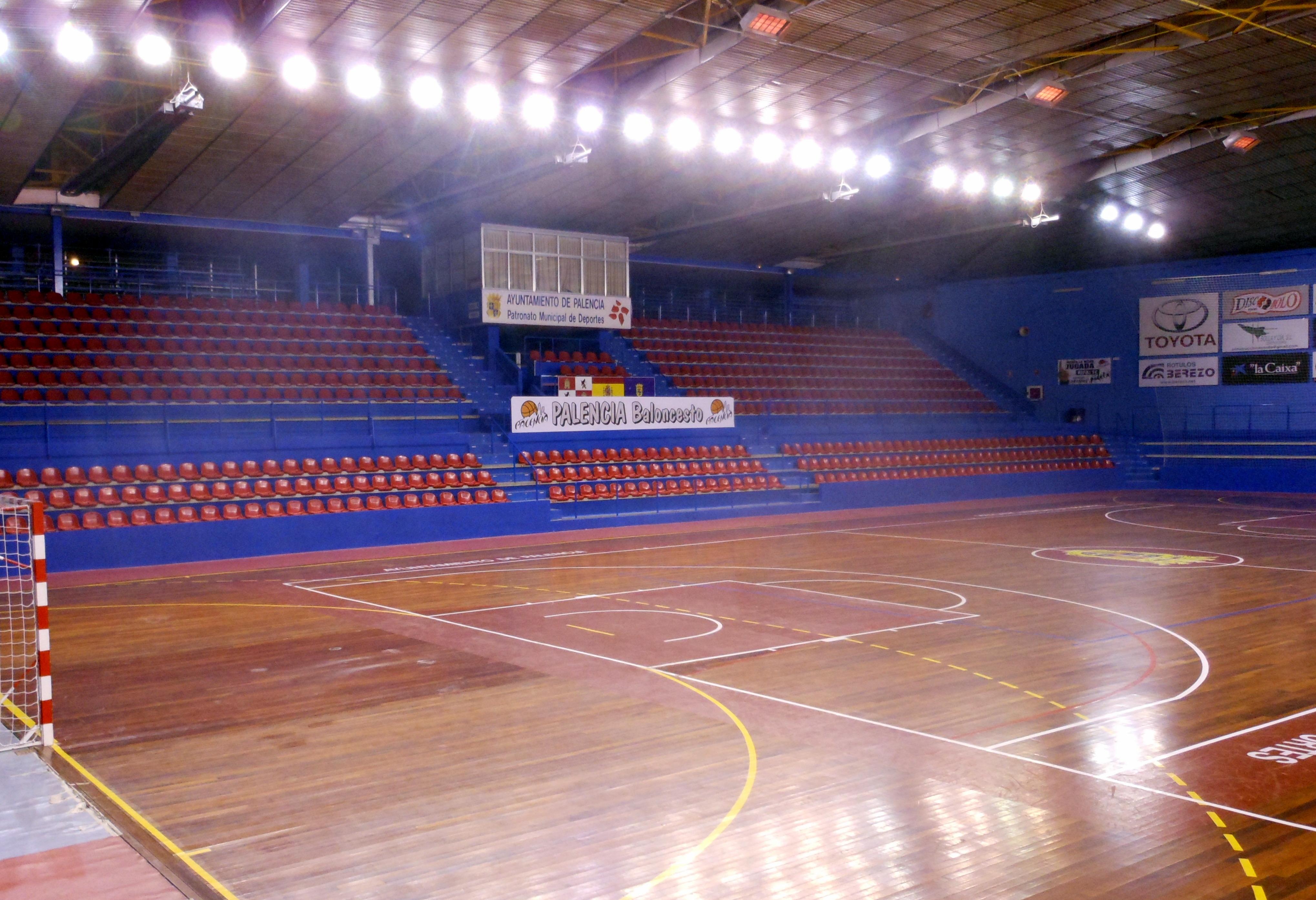 File interior del pabell n municipal de deportes marta dom nguez 2013 jpg wikimedia commons - Pabellon de deportes madrid ...