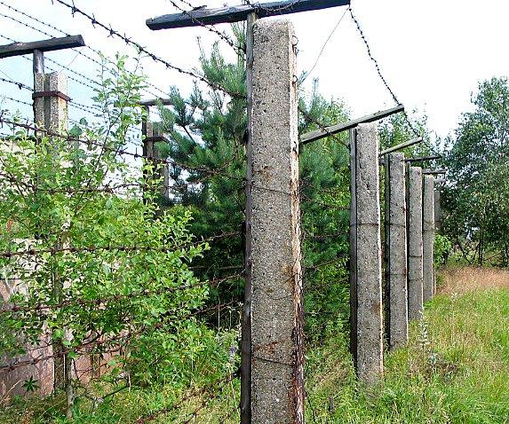 File:Iron curtain in Czech Republic 2007.jpg - Wikimedia Commons