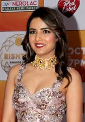 Jasmin Bhasin graces the Zee Rishtey Awards (02) (cropped).jpg