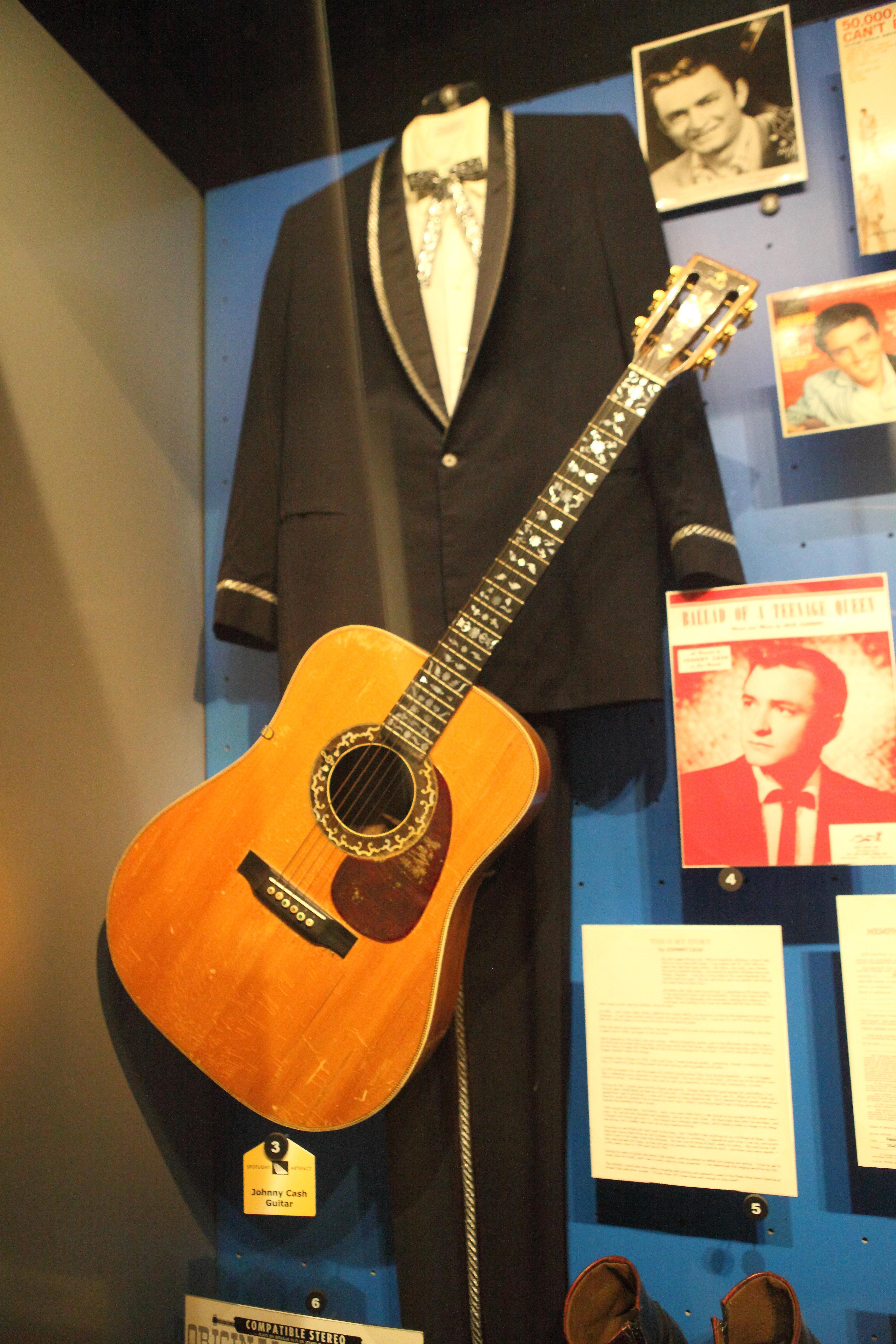 file johnny cash 39 s 1943 martin guitar suit rock and roll hall of fame 2014 12 30. Black Bedroom Furniture Sets. Home Design Ideas