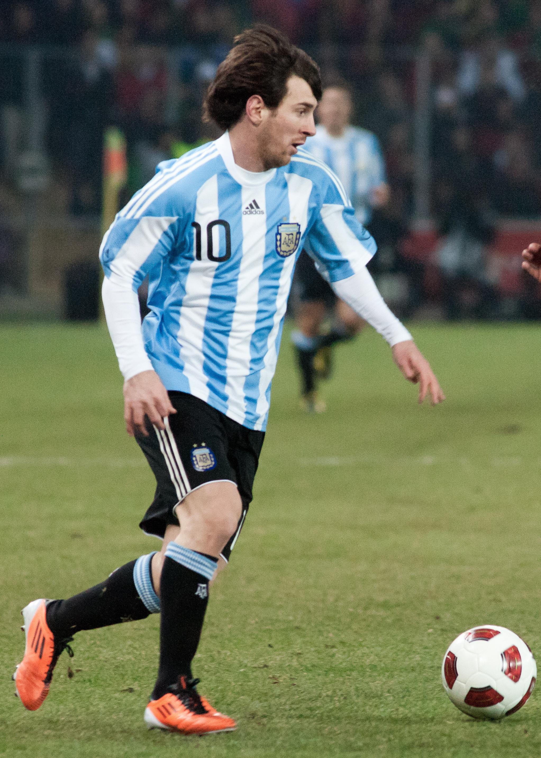 ファイル:Lionel Messi – Portugal vs. Argentina, 9th February 2011.jpg -  Wikipedia