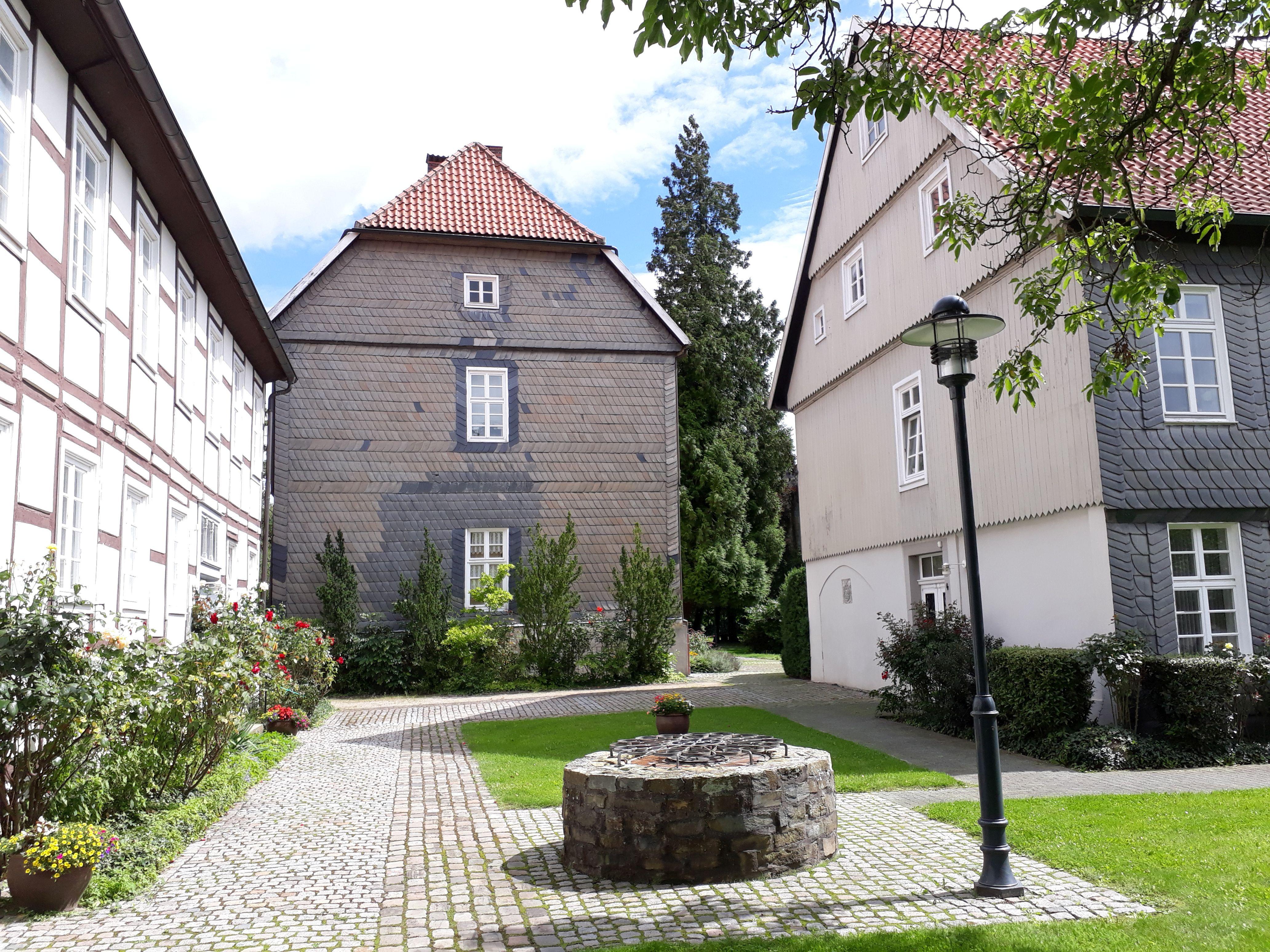 Lippstadt an der stiftsruine 1.jpg