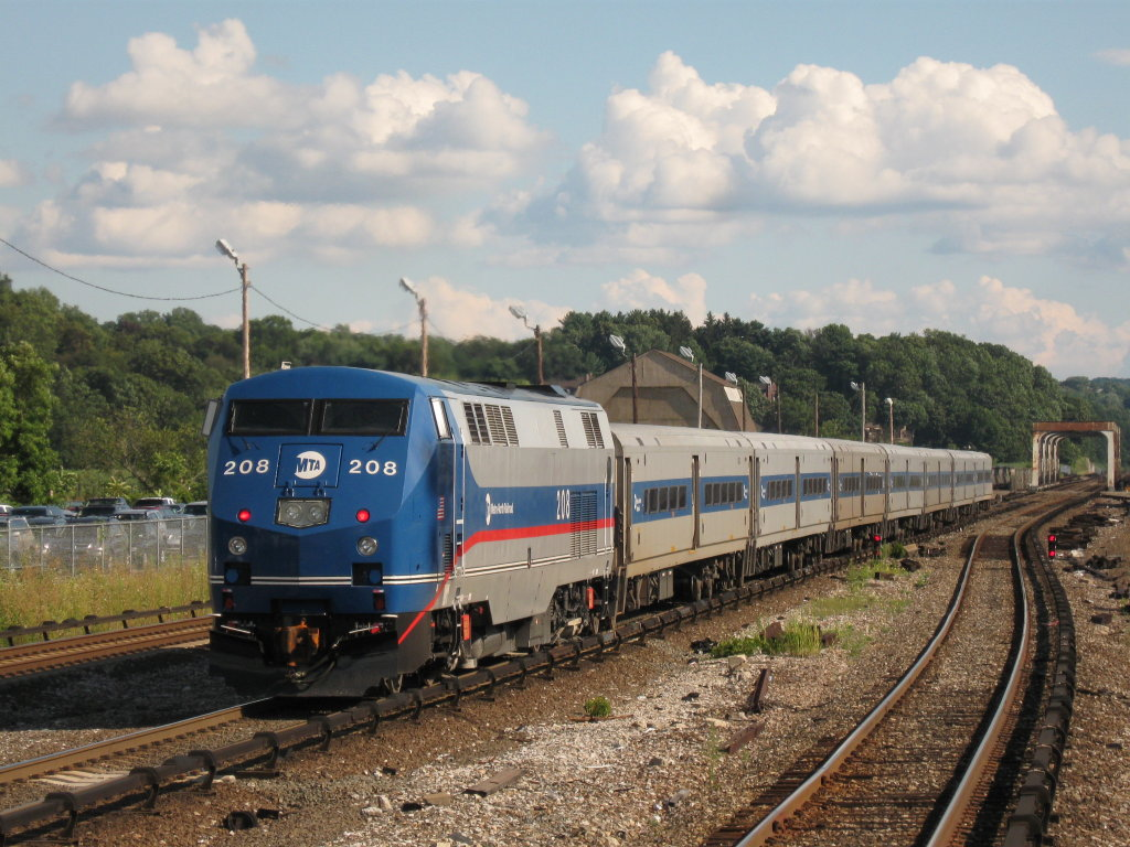 File:MTA Metro-North Railroad P32AC-DM 208 pushes Train 872.jpg ...