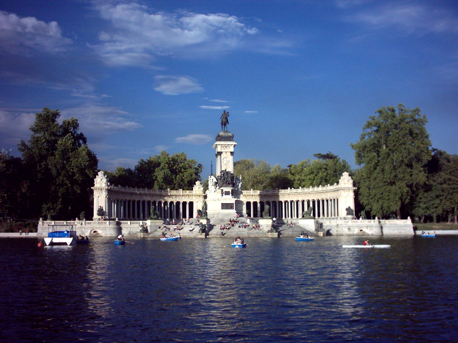 Archivo madrid parque wikipedia la for Parque del retiro barcas