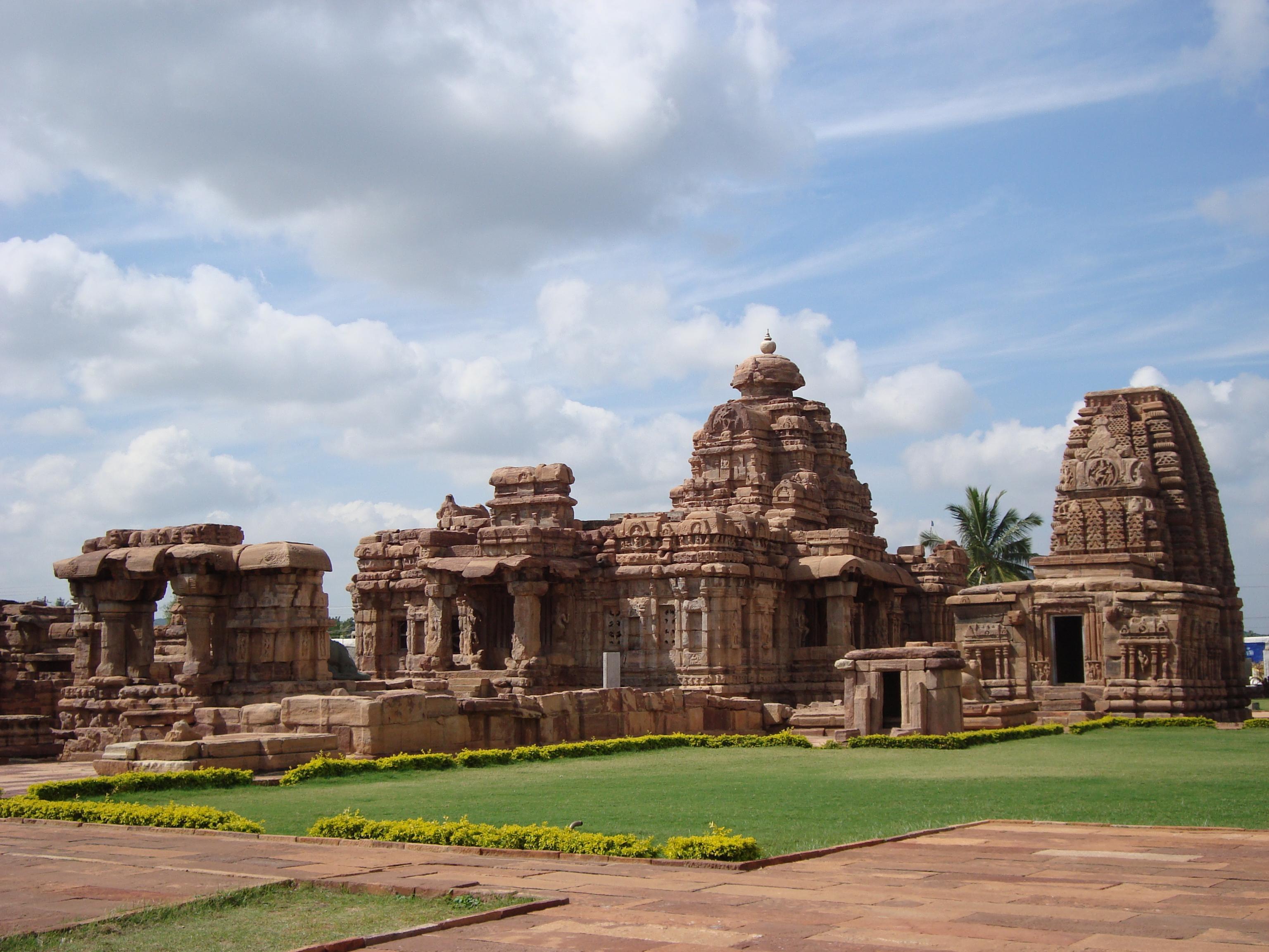 Mallikarjuna and Kasivisvanatha temples at Pattadakal, built 740 CE