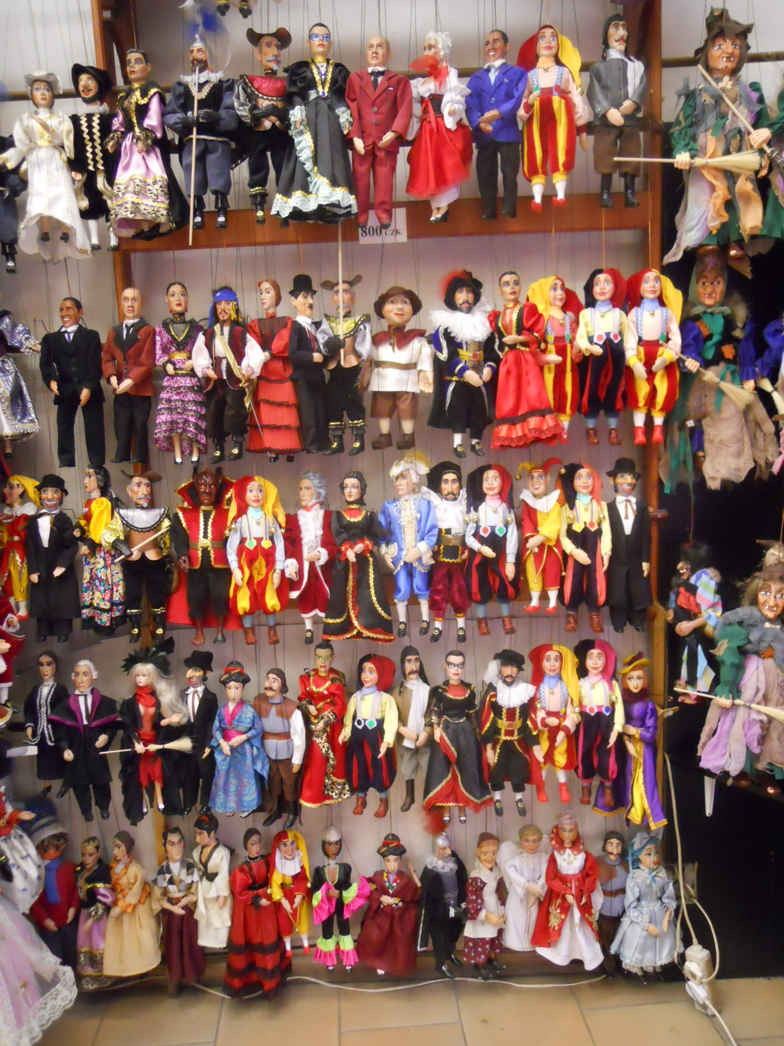 File marionettes in a prague shop dscn5134 jpg - Que ramener de budapest ...