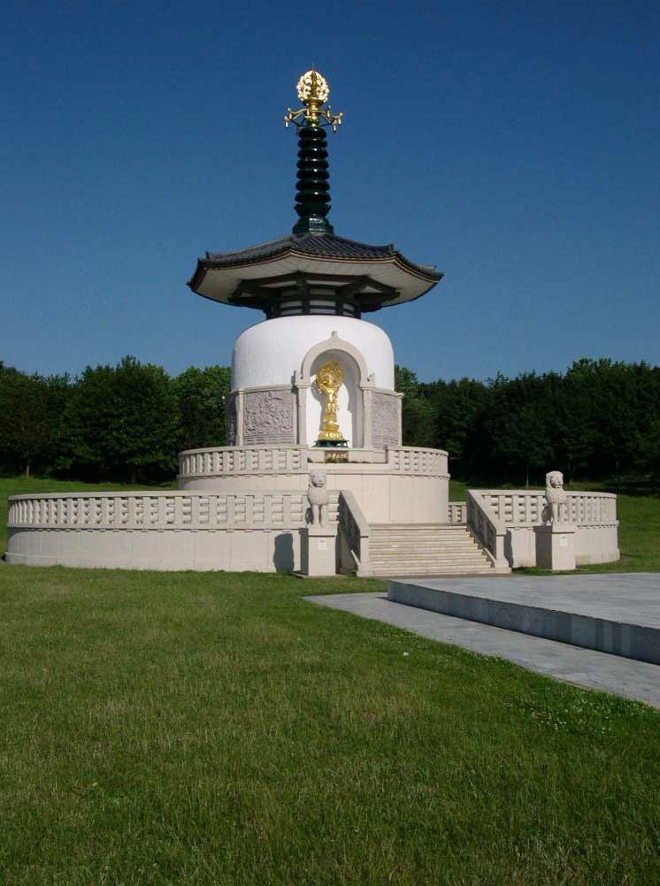 Milton-keynes-peace-pagoda.jpg