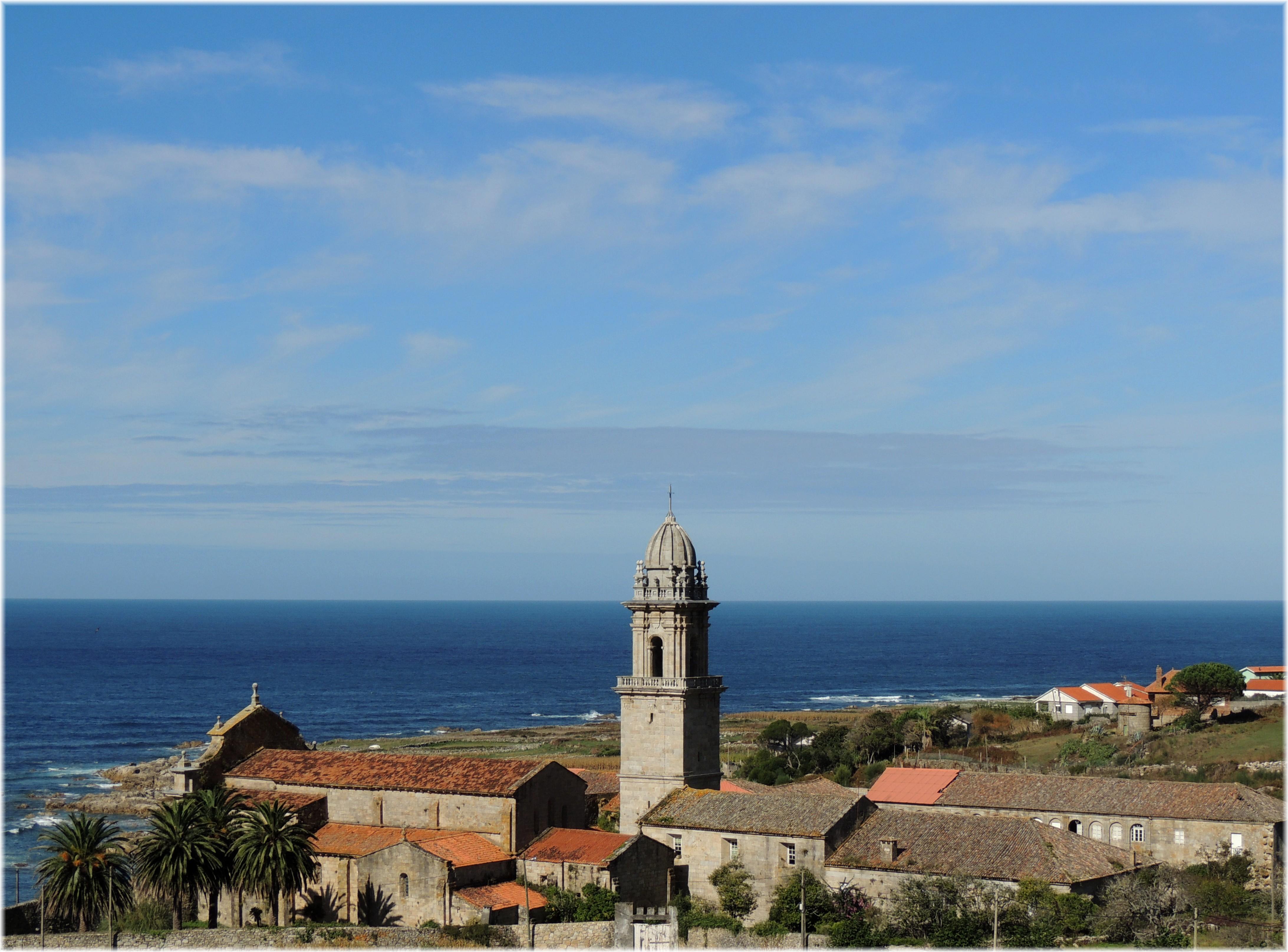 File:Monasterio de Santa Maria de Oia (Pontevedra).jpg - Wikimedia ...
