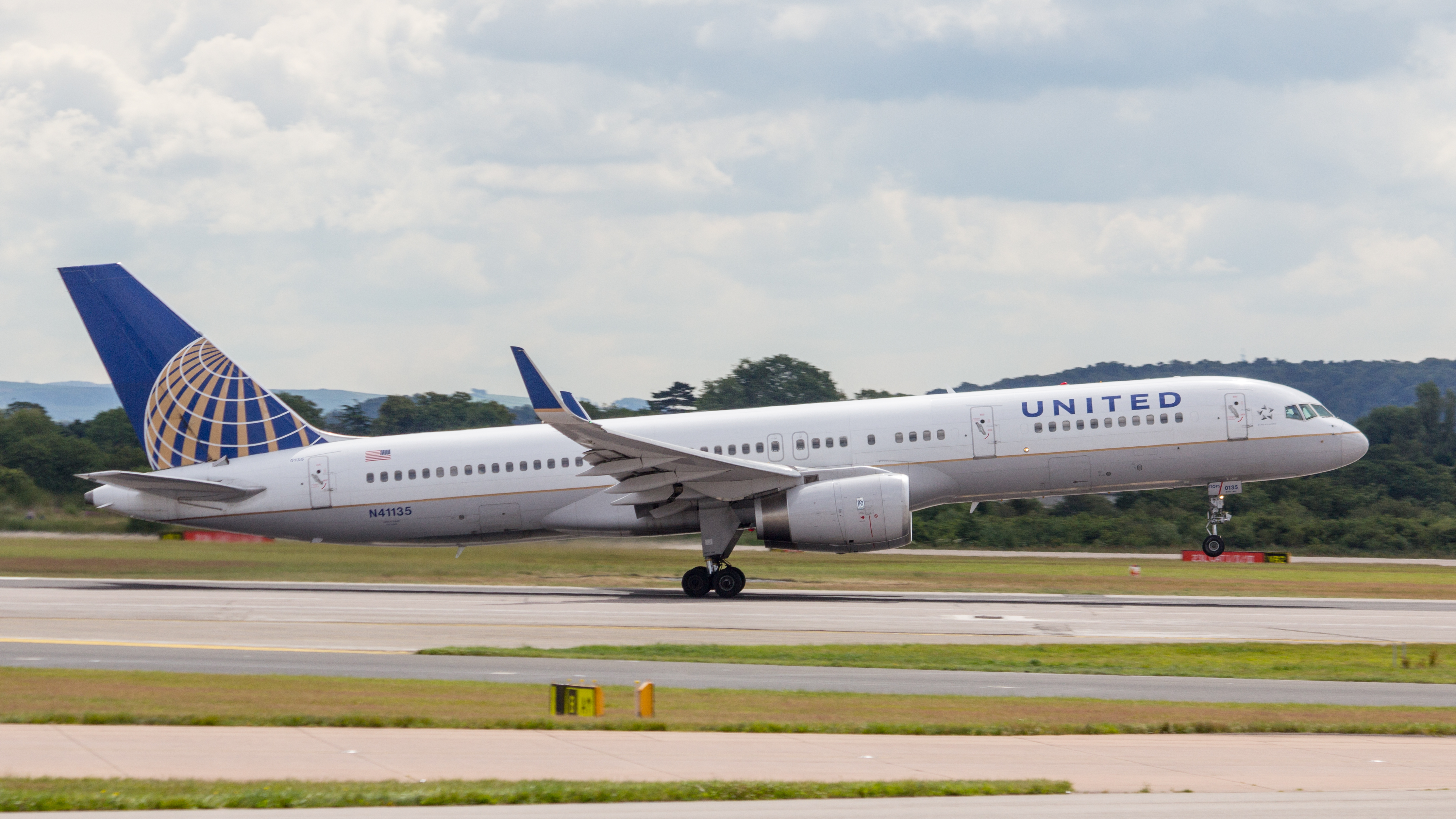 file n41135 united airlines b757 9593932122 jpg wikimedia commons