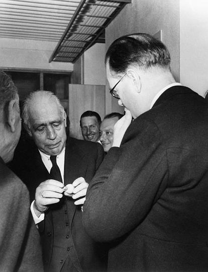 File:Niels Bohr and Erlander.jpg