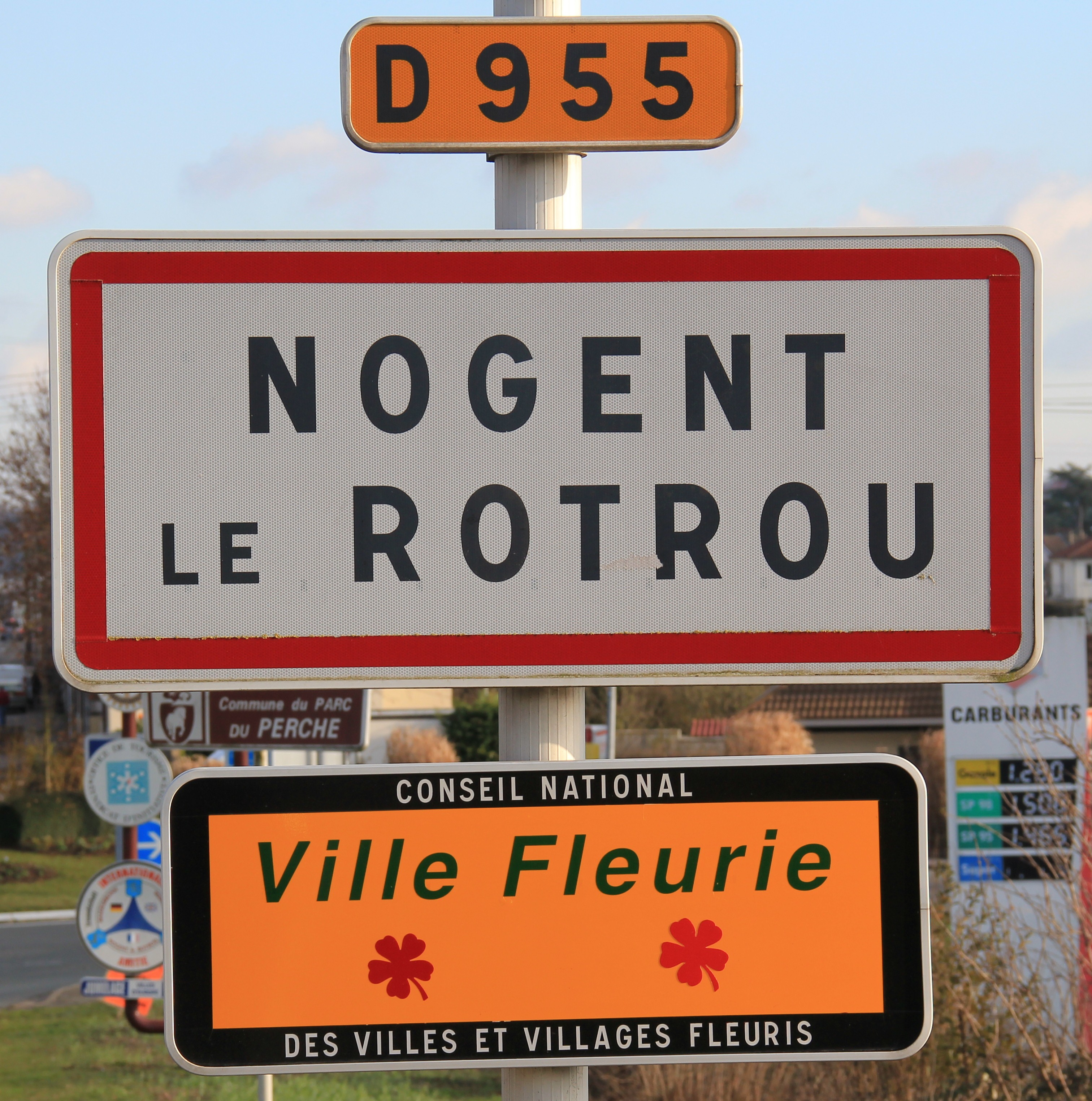 file nogent le rotrou town entrance signs jpg wikimedia commons. Black Bedroom Furniture Sets. Home Design Ideas