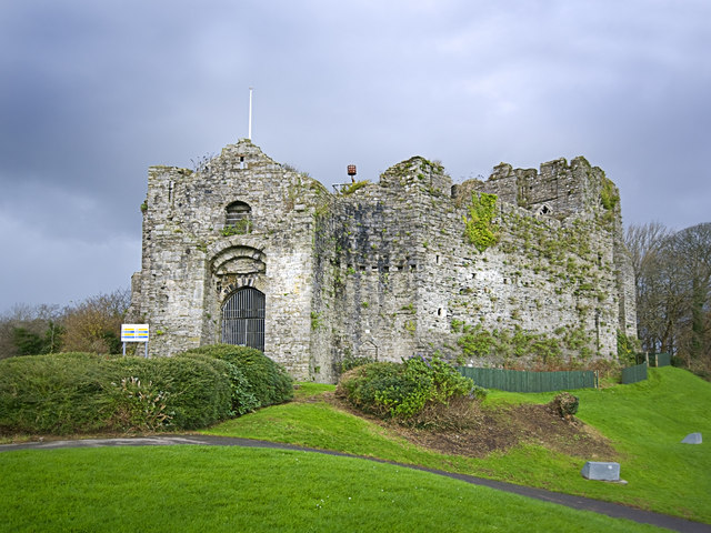 Oystermouth Castle - Wikipedia