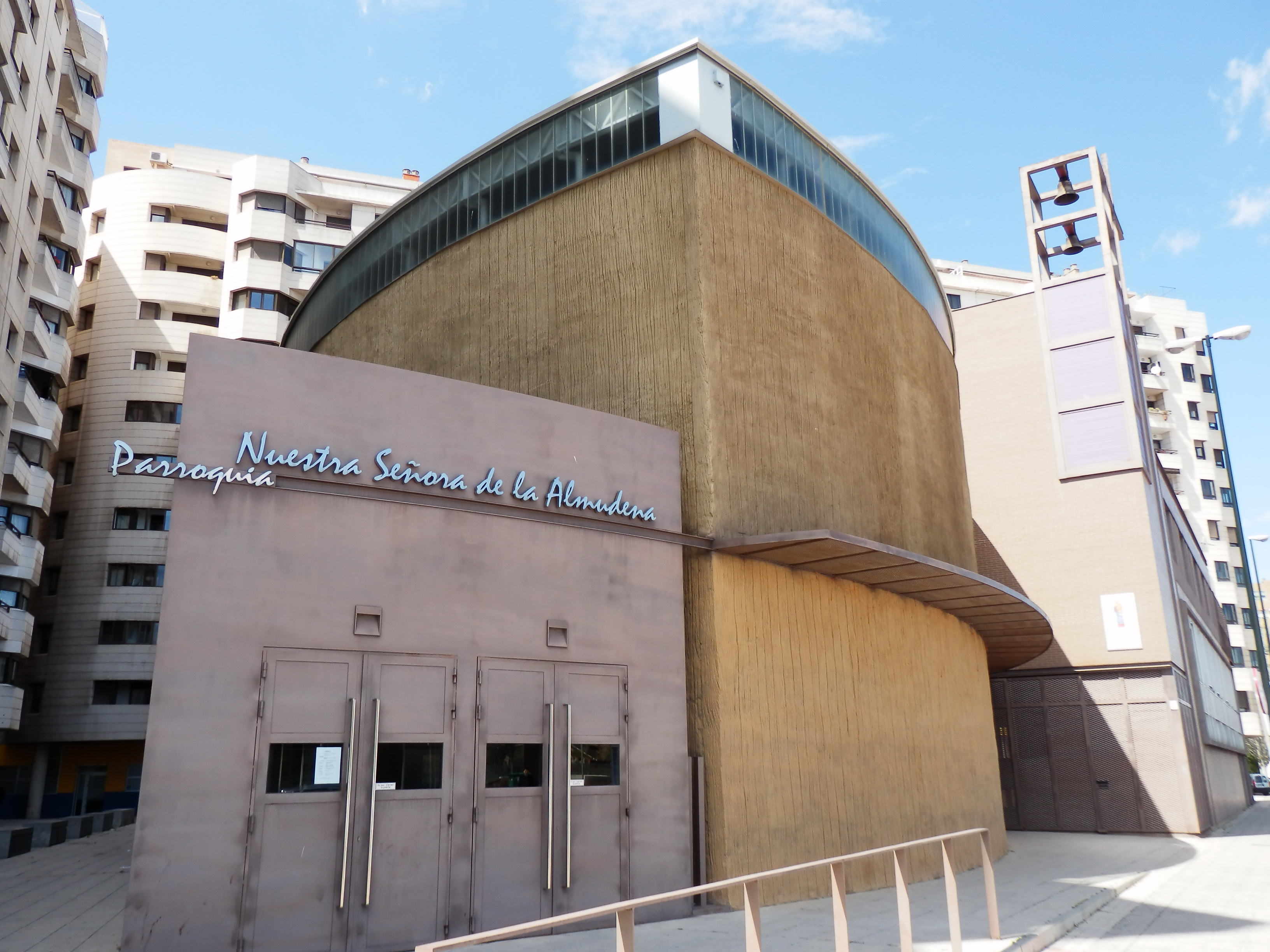 File Parroquia Nuestra Señora Almudena Zaragoza 2 Jpg Wikimedia Commons
