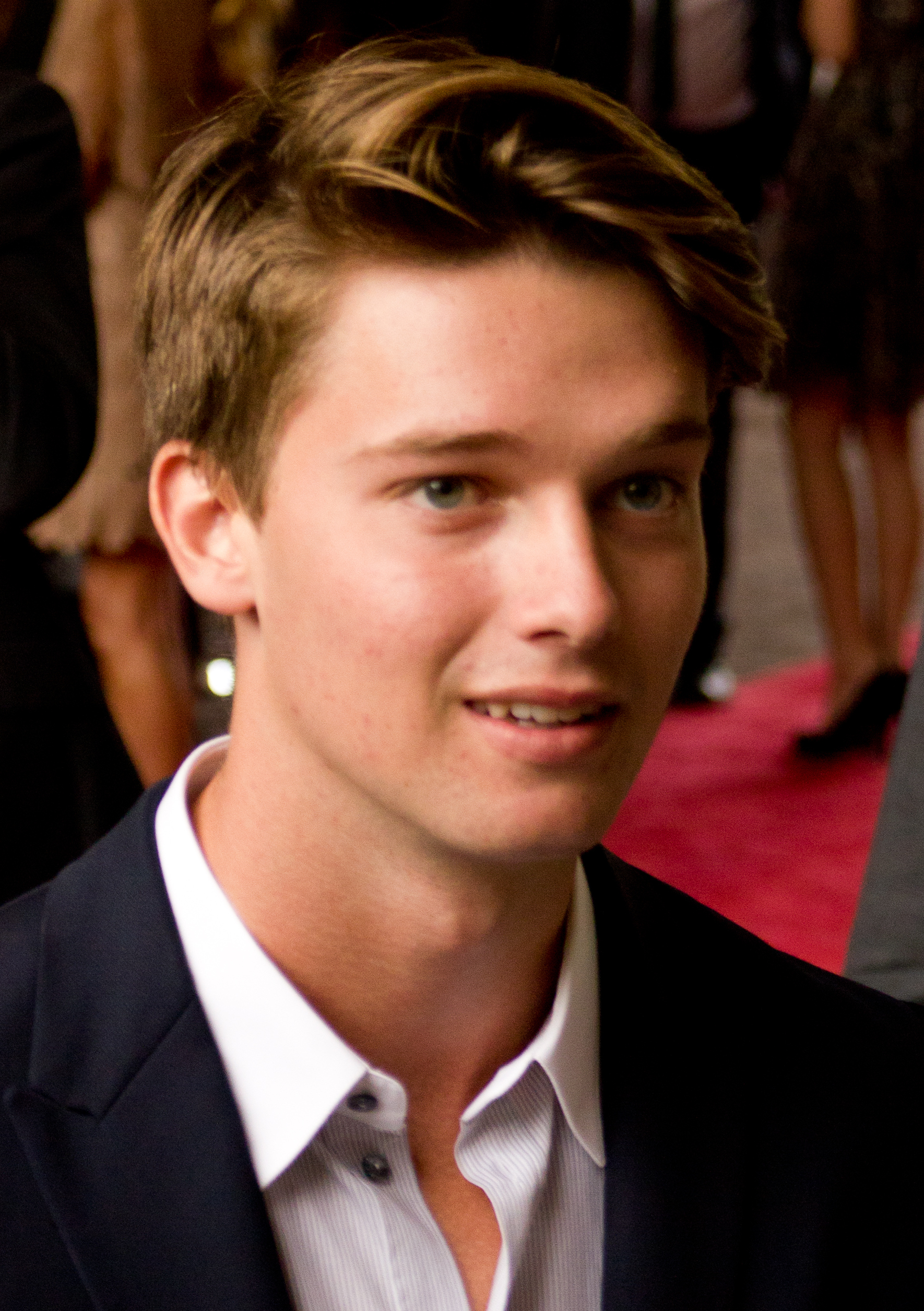 https://upload.wikimedia.org/wikipedia/commons/6/62/Patrick_Schwarzenegger_TIFF_2012.jpg