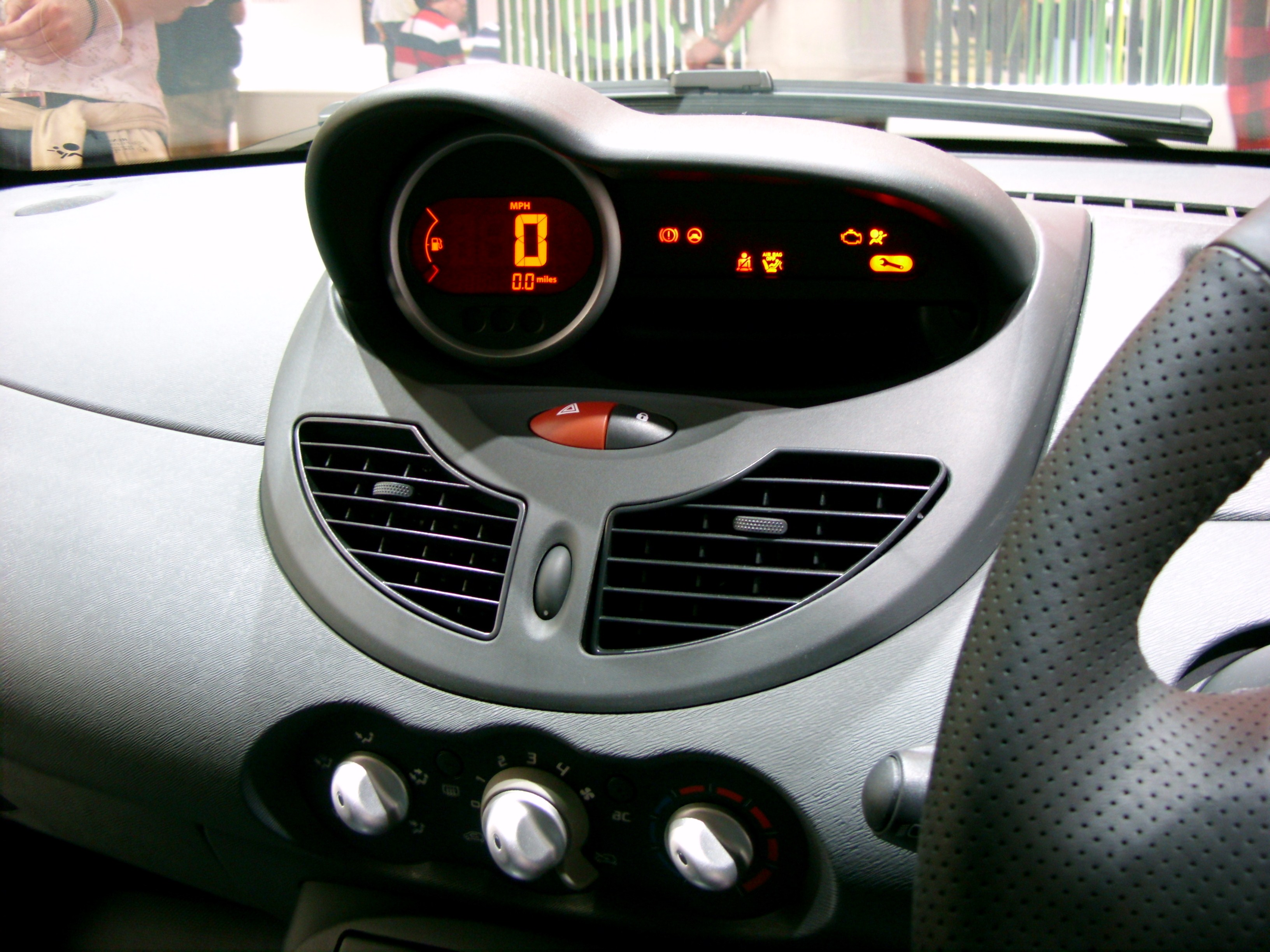 File:Renault Twingo Interior - Flickr - Alan D.jpg - Wikimedia Commons