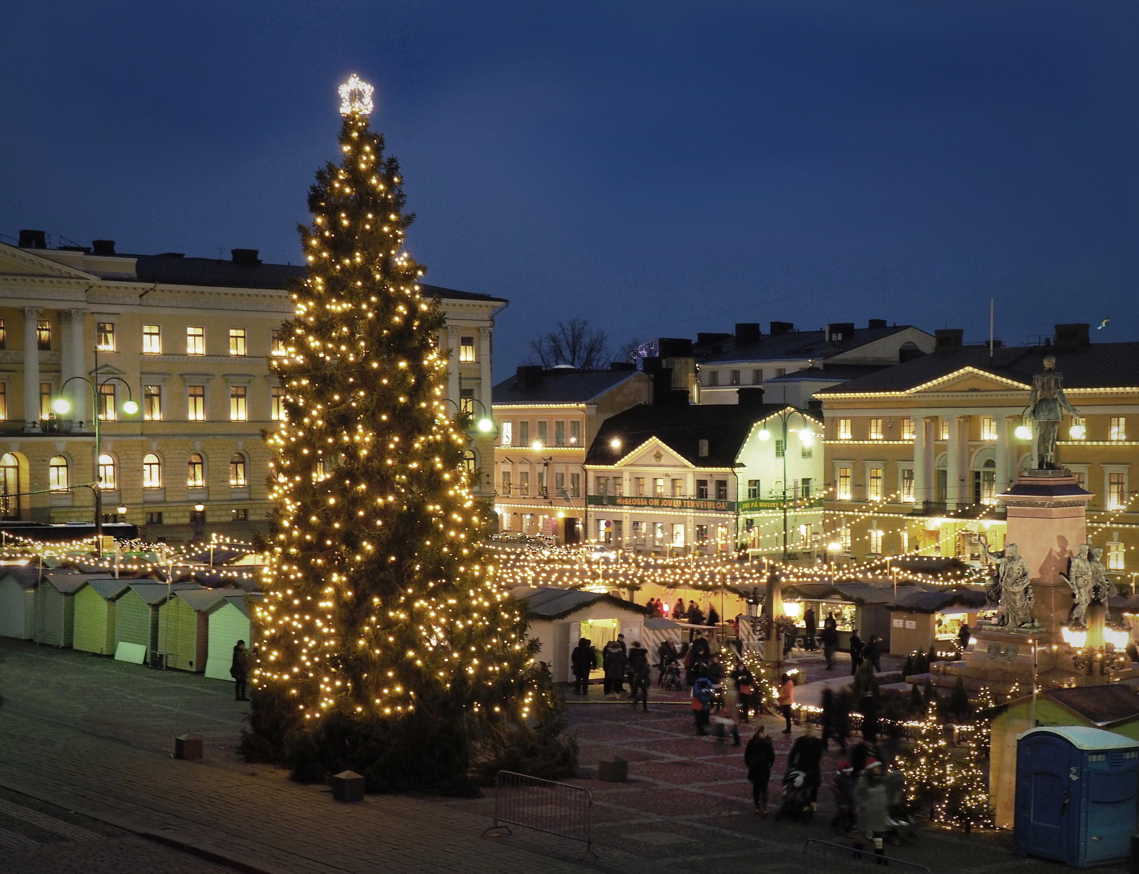 Senaatintorin joulumarkkinat.jpg