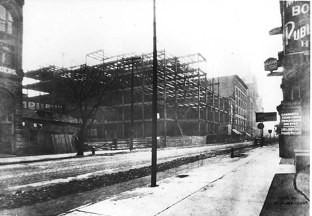 http://upload.wikimedia.org/wikipedia/commons/6/62/Simpsons_department_store_under_construction.jpg
