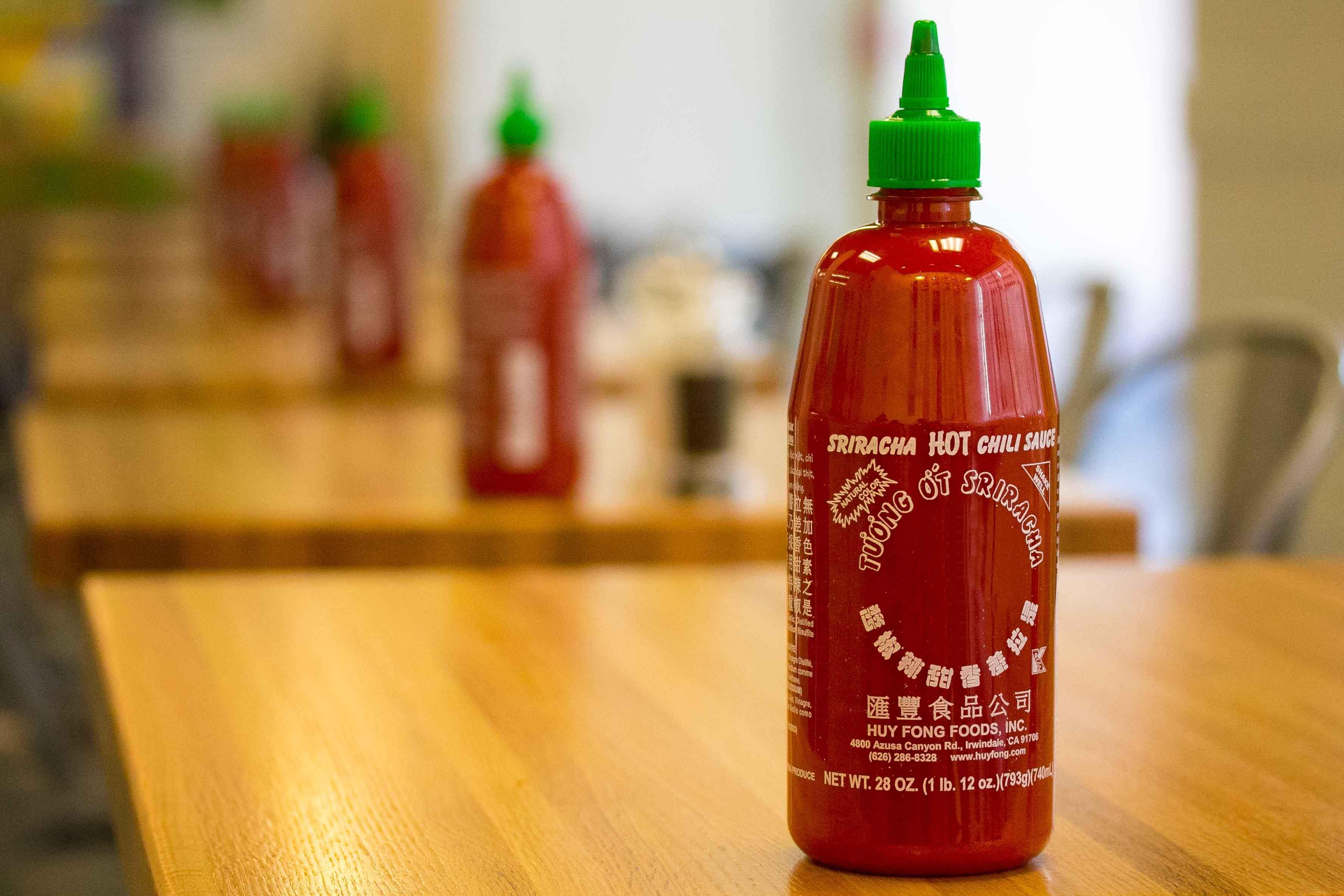 File:Sriracha Hot Sauce Bottles Freshii Restaurant Family Dinner ...