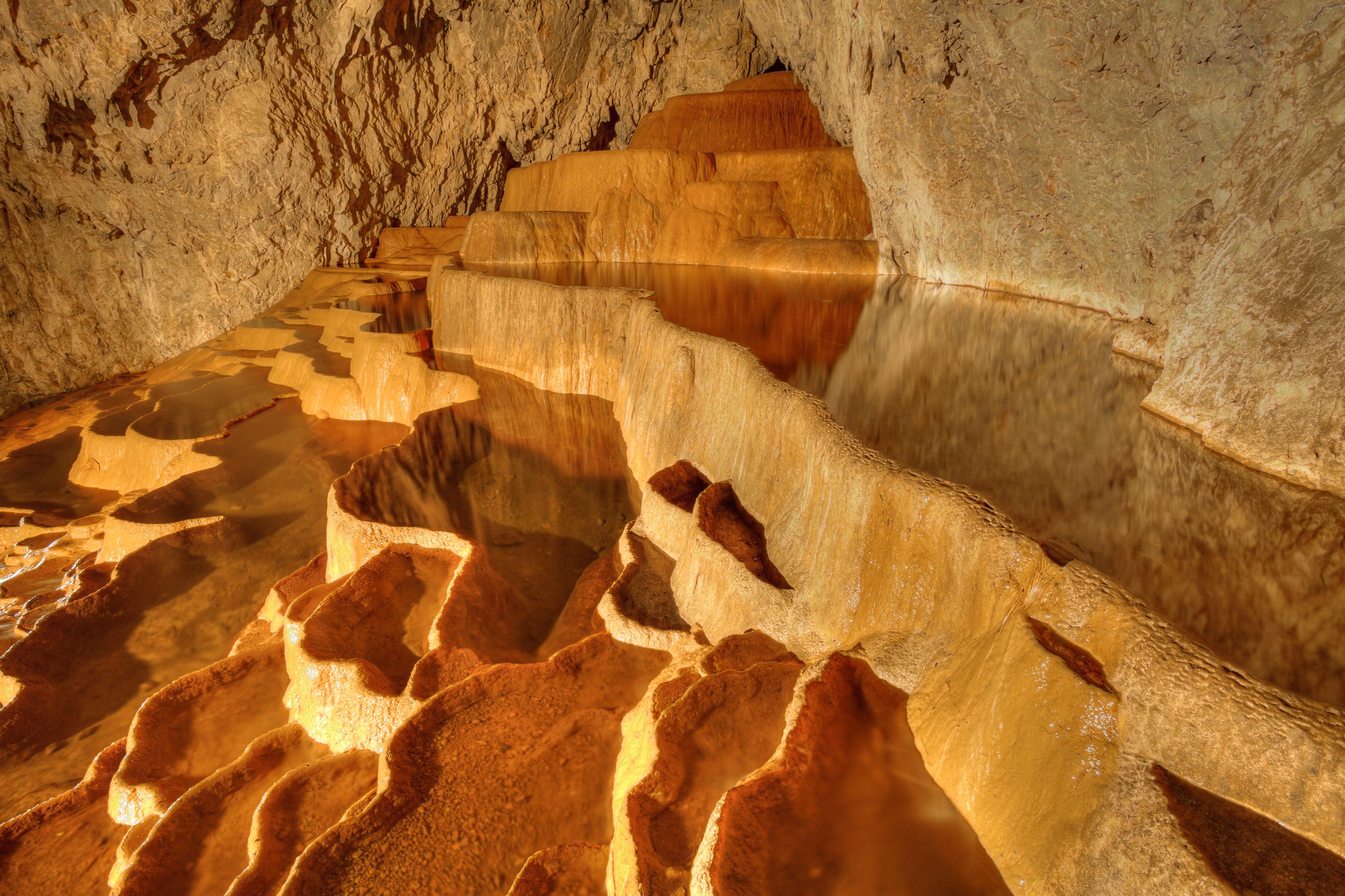 Пещерата Стопича в планината Златибор, Сърбия
