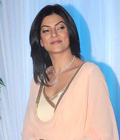Sushmita Sen at Esha Deol's wedding reception 11 (cropped).jpg