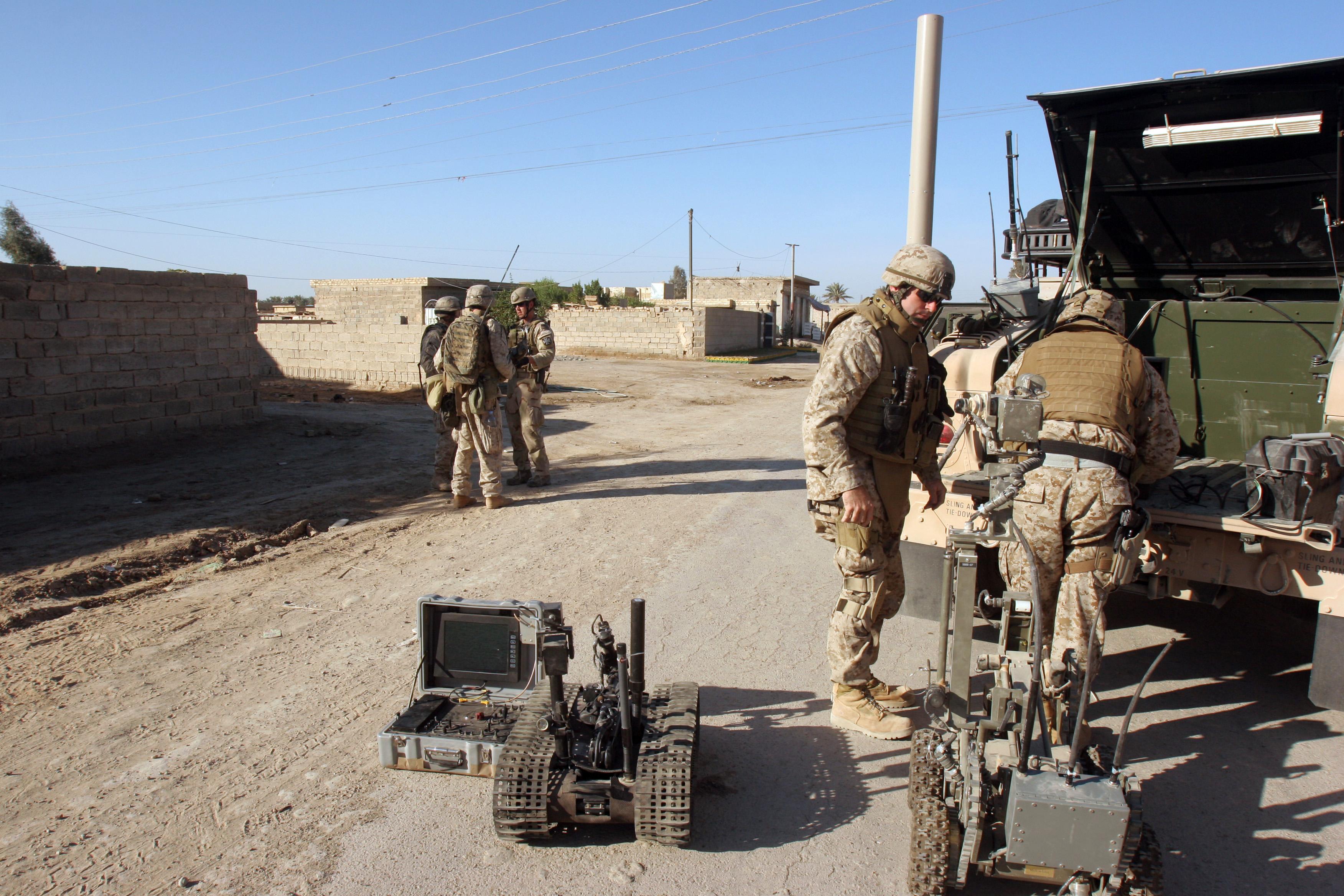 File:US Navy 051127-M-3717S-052 U.S. Marine Corps explosive ...