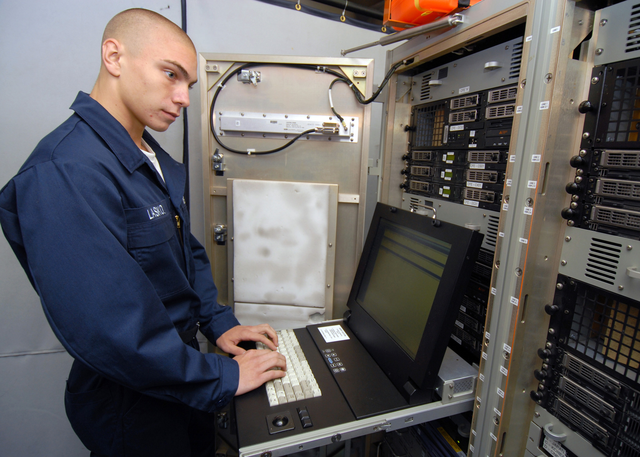 File:US Navy 080823-N-9079D-037 Information Systems Technician ...