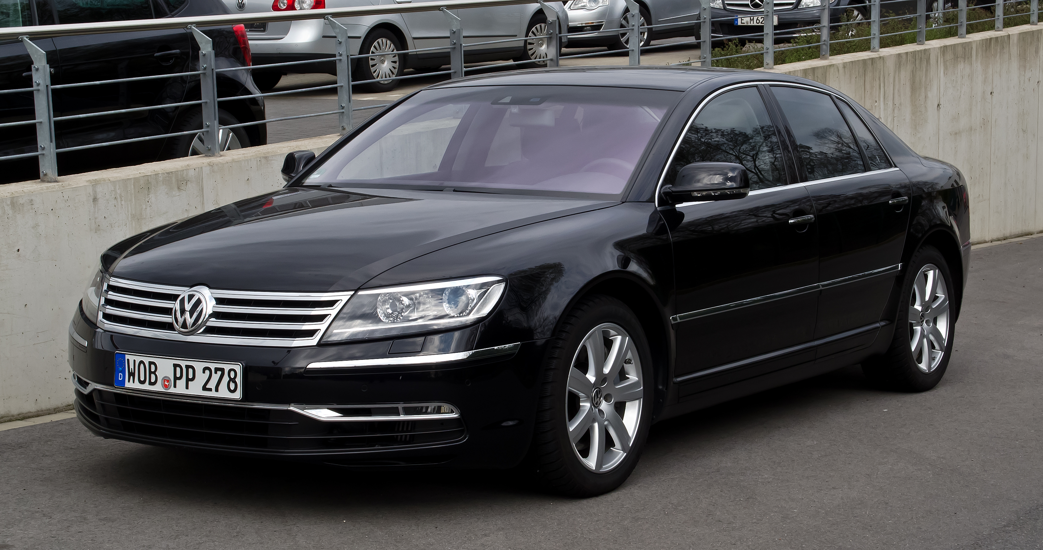 file vw phaeton 3 0 v6 tdi 4motion 2 facelift frontansicht 1 april 2012. Black Bedroom Furniture Sets. Home Design Ideas