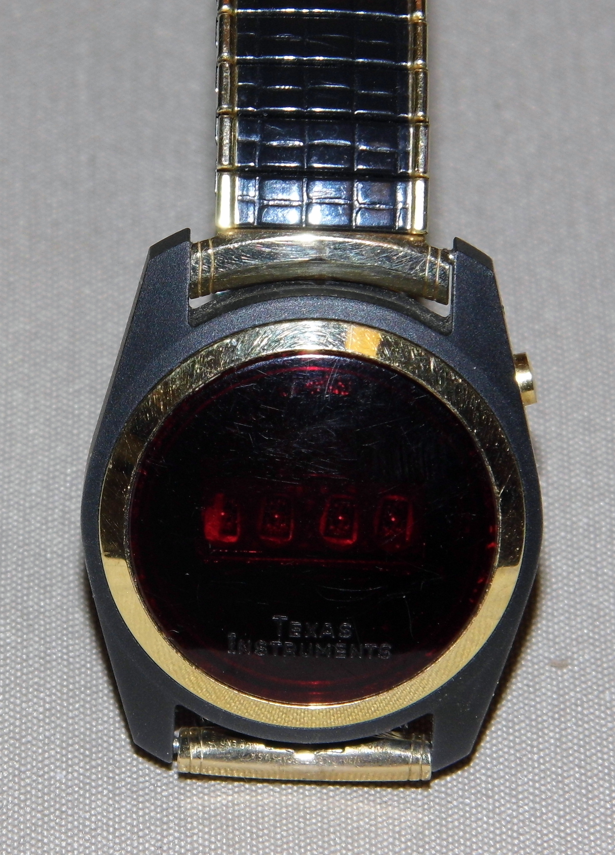 File:Vintage Texas Instruments Men's LED Digital Watch ...