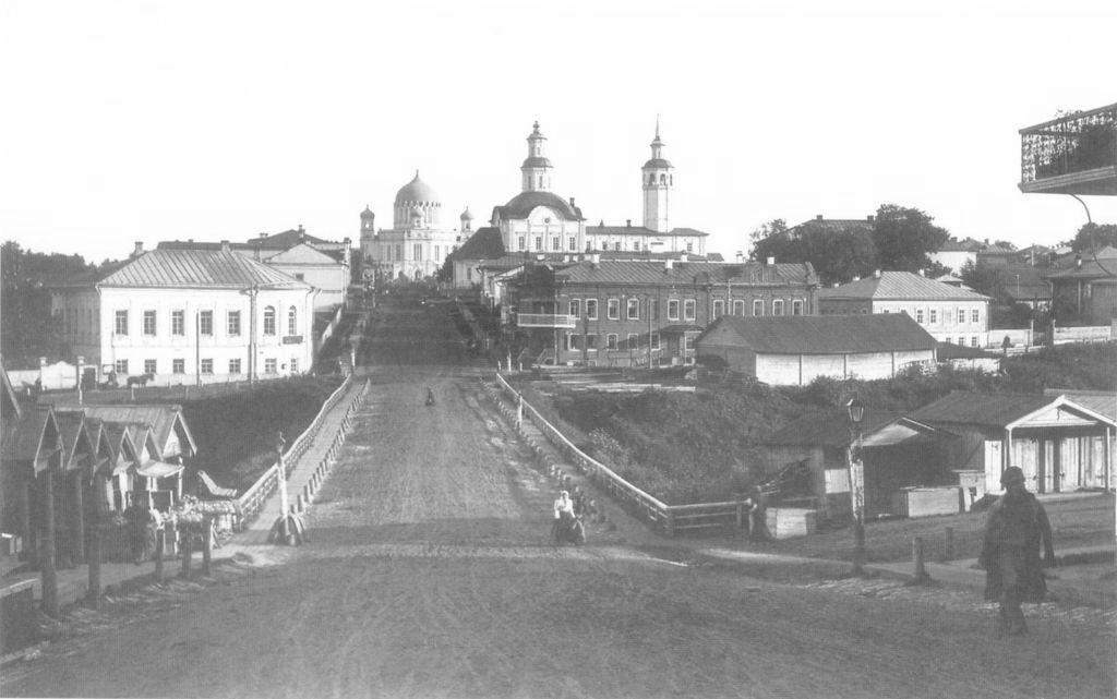 https://upload.wikimedia.org/wikipedia/commons/6/62/Vyatka_Lobovikov_3.jpg