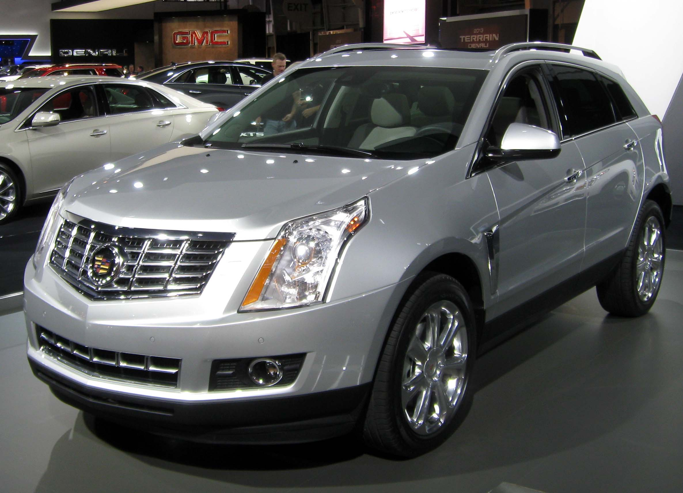 Description 2013 Cadillac SRX -- 2012 NYIAS.JPG