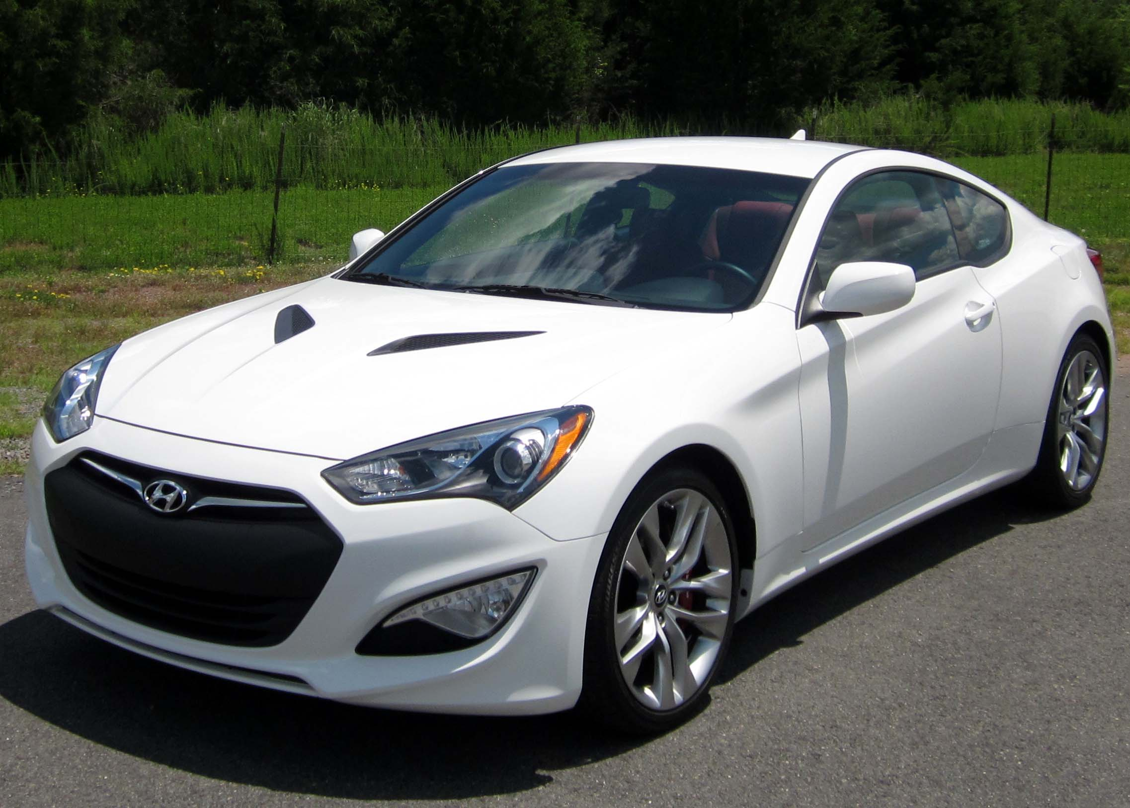 id photo track ride coupe hyundai genesis