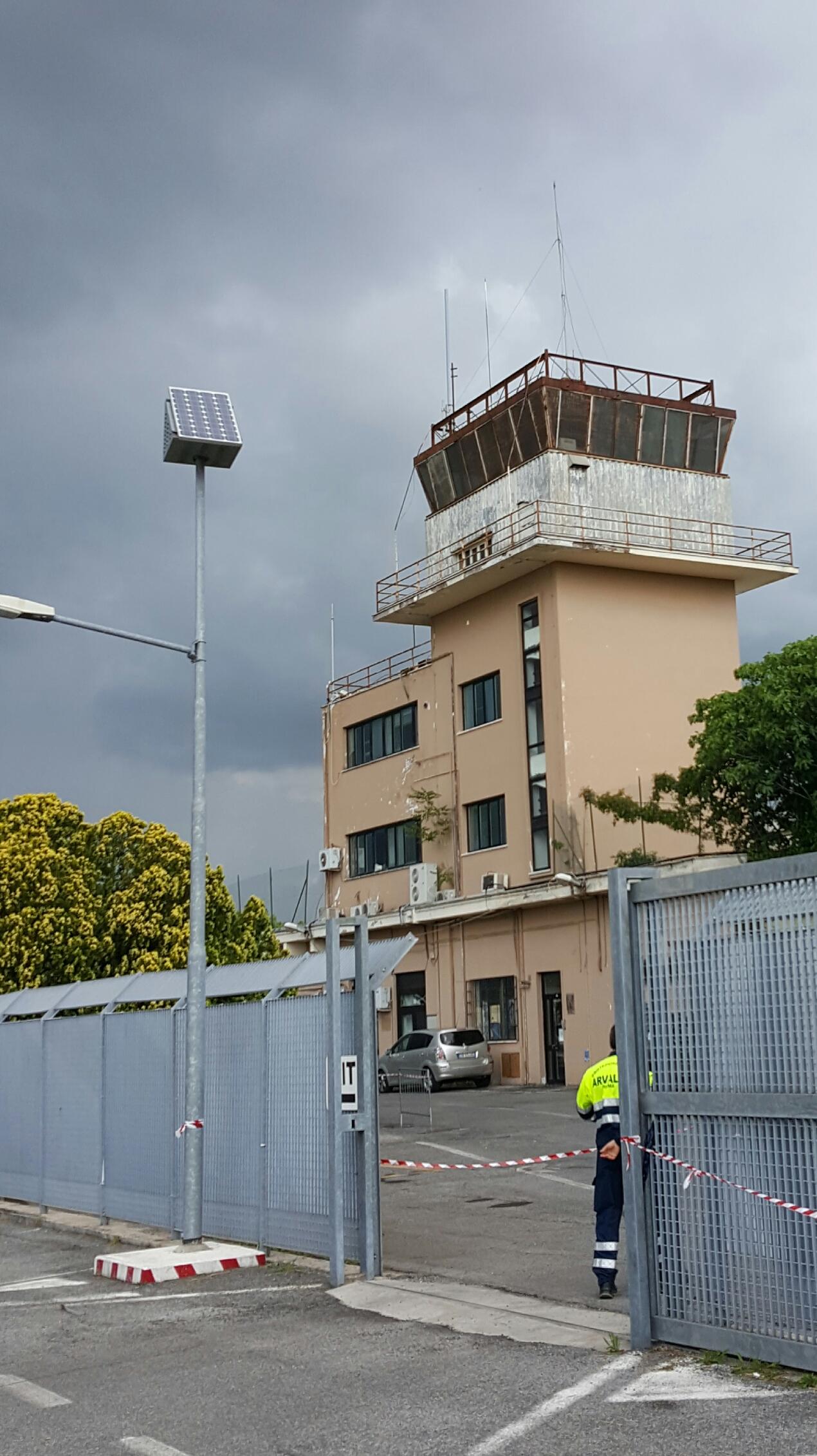Aeroporto Urbe : File aeroporto di roma urbe vecchia torre di controllo eg