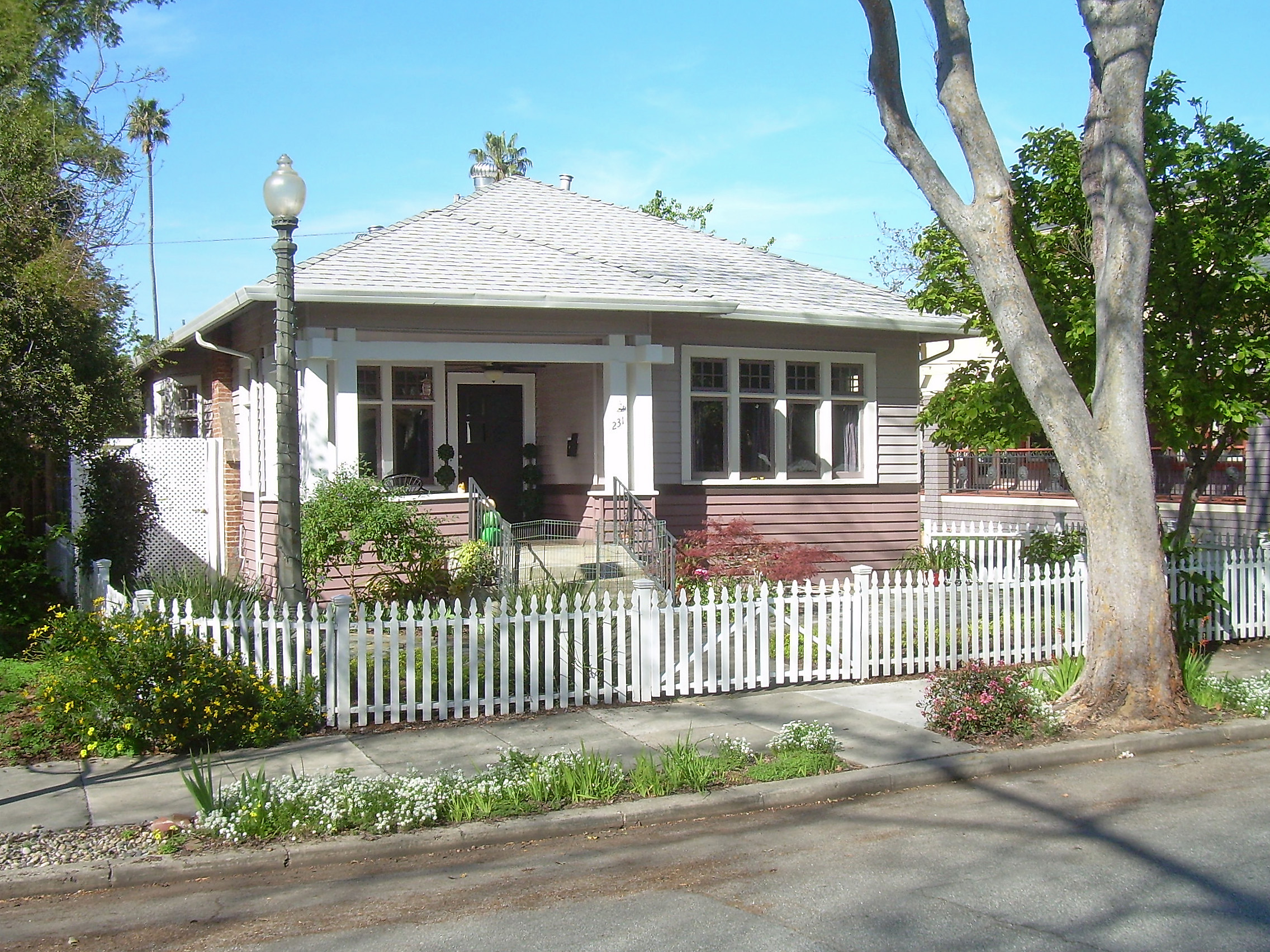 File american craftsman bungalow in san jose ca 1 jpg for Craftsman style architects