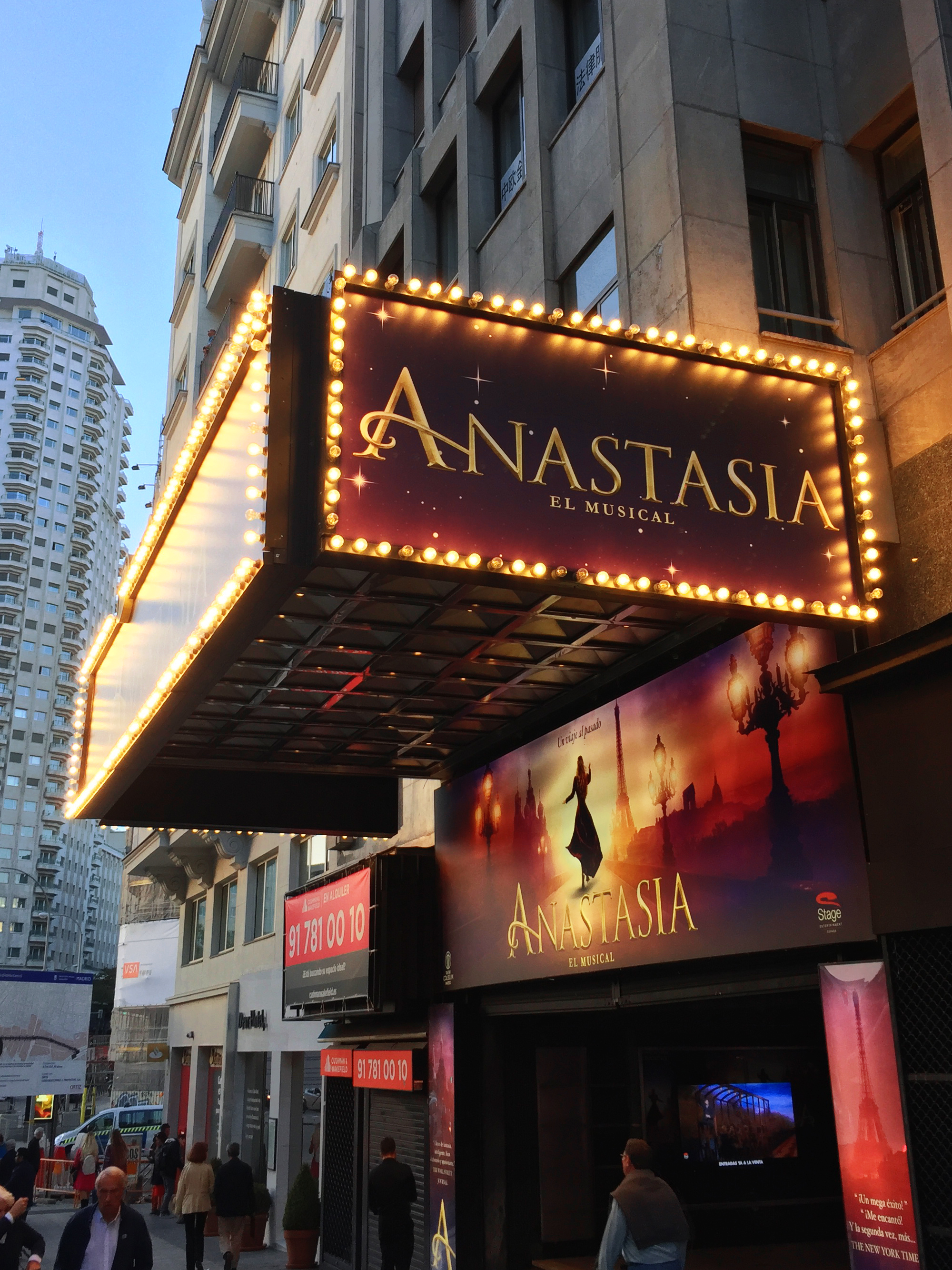 La façade du Teatro Coliseum de Madrid, pendant les représentations d'Anastasia (2019)