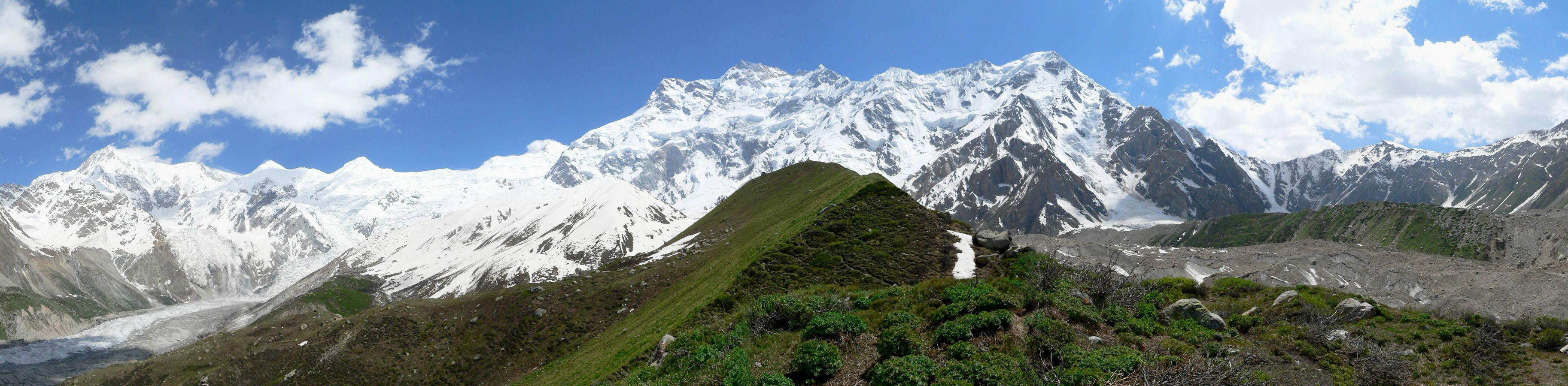 http://upload.wikimedia.org/wikipedia/commons/6/63/ApproachingNangaParbat.JPG