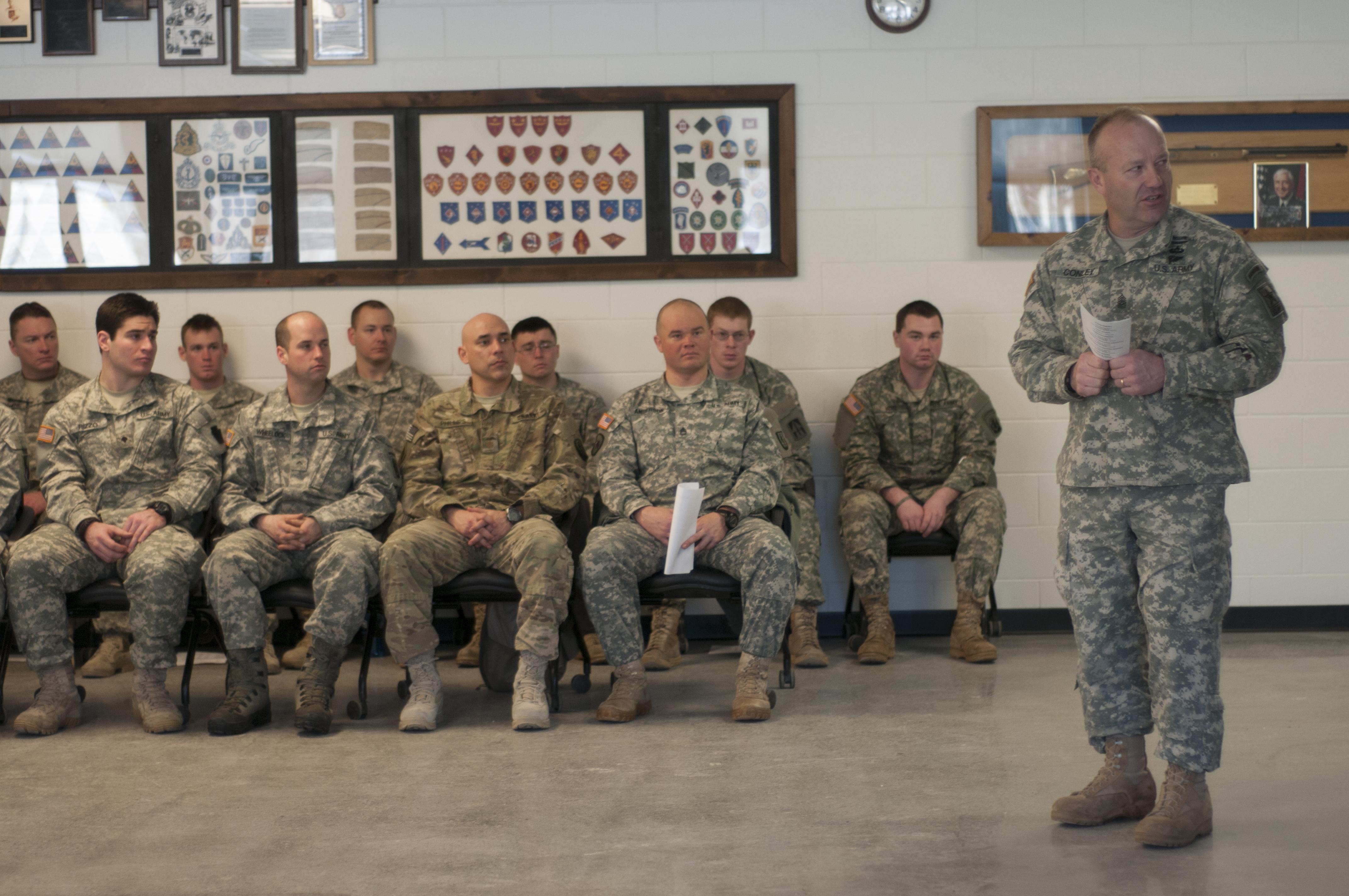 File:Army National Guard Command Sgt. Maj. Brunk Conley visits Army Mountain  Warfare