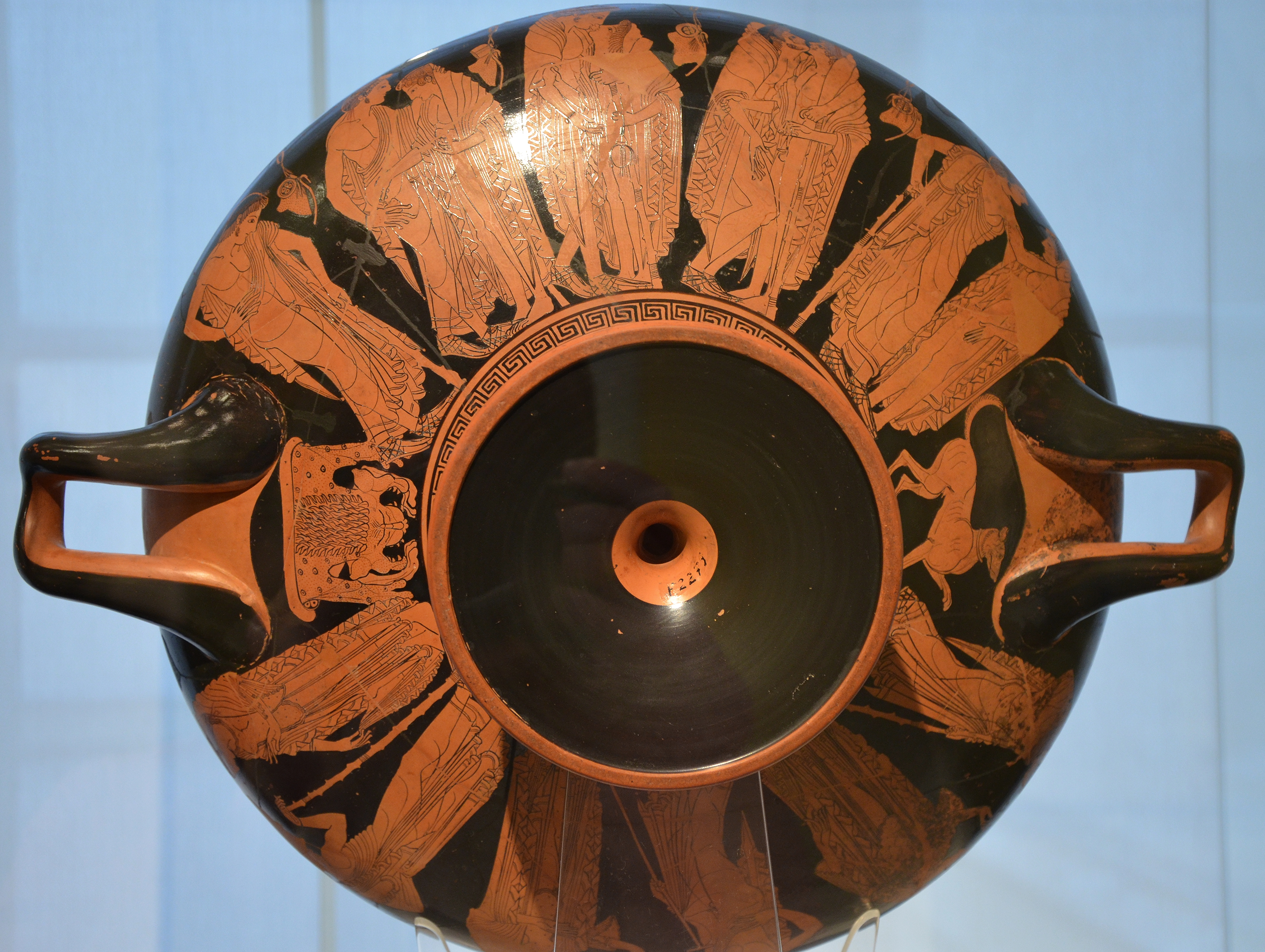 [Image: Attic_red-figure_drinking_cup_with_signa...15830).jpg]