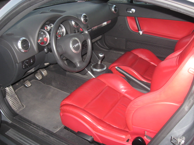 File:Audi TT 8N inside.JPG - Wikimedia Commons