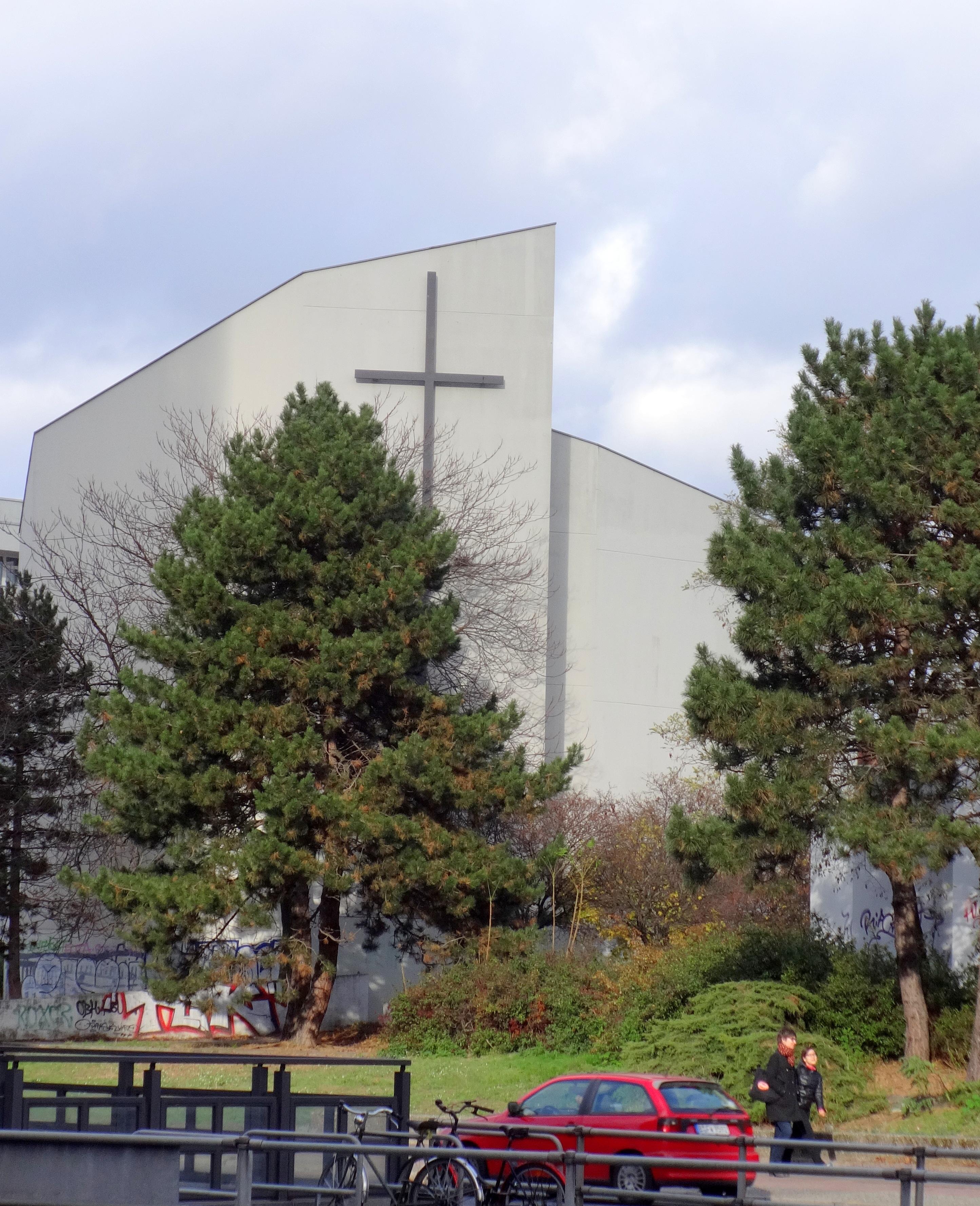 Design 54 Berlin file berlin wedding dankeskirche 14 11 2015 13 35 54 jpg wikimedia