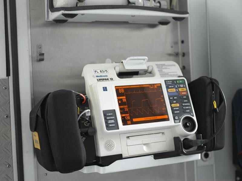 Biphasischer Defibrillator.jpg