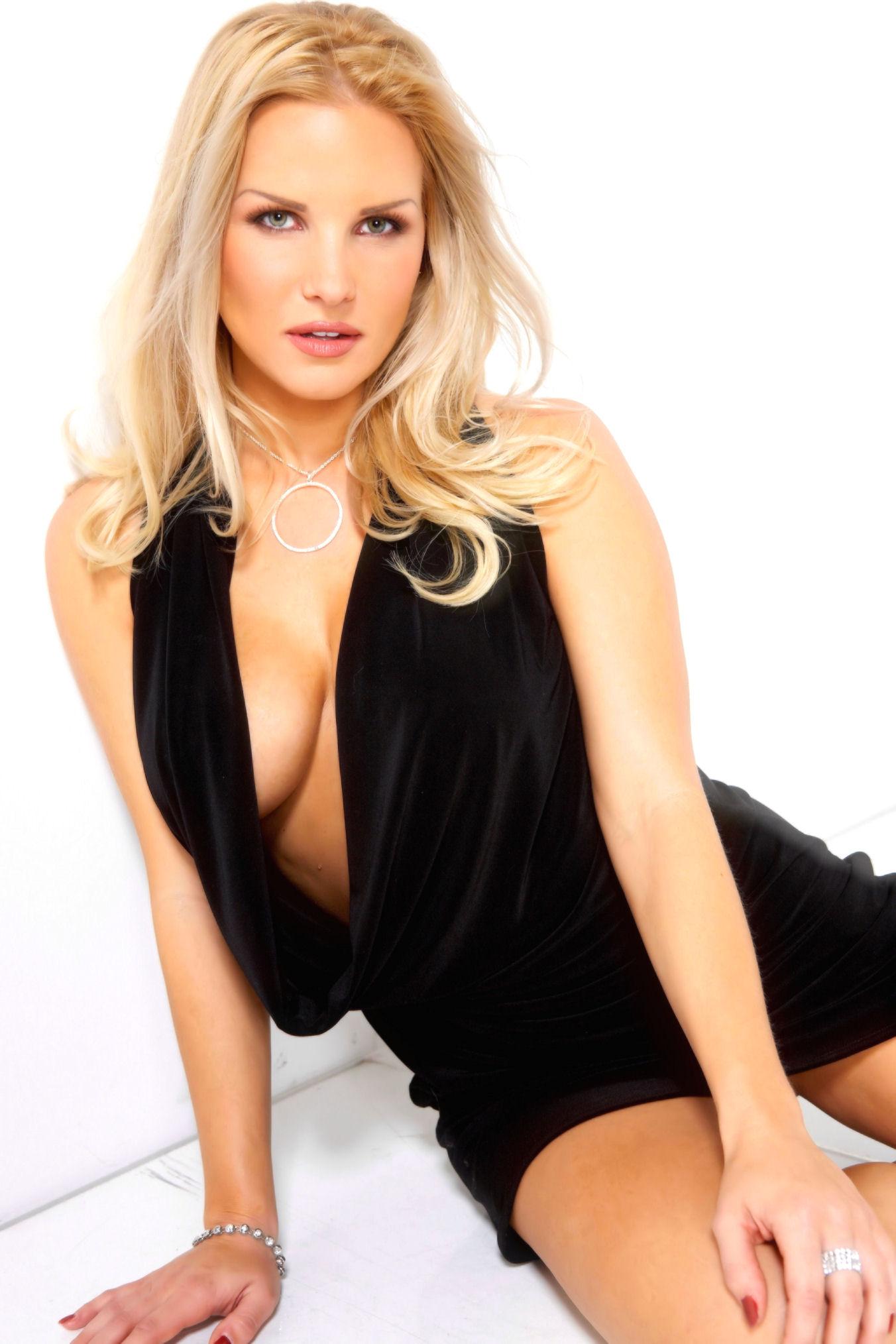 Brittany Evans Nude Photos 12